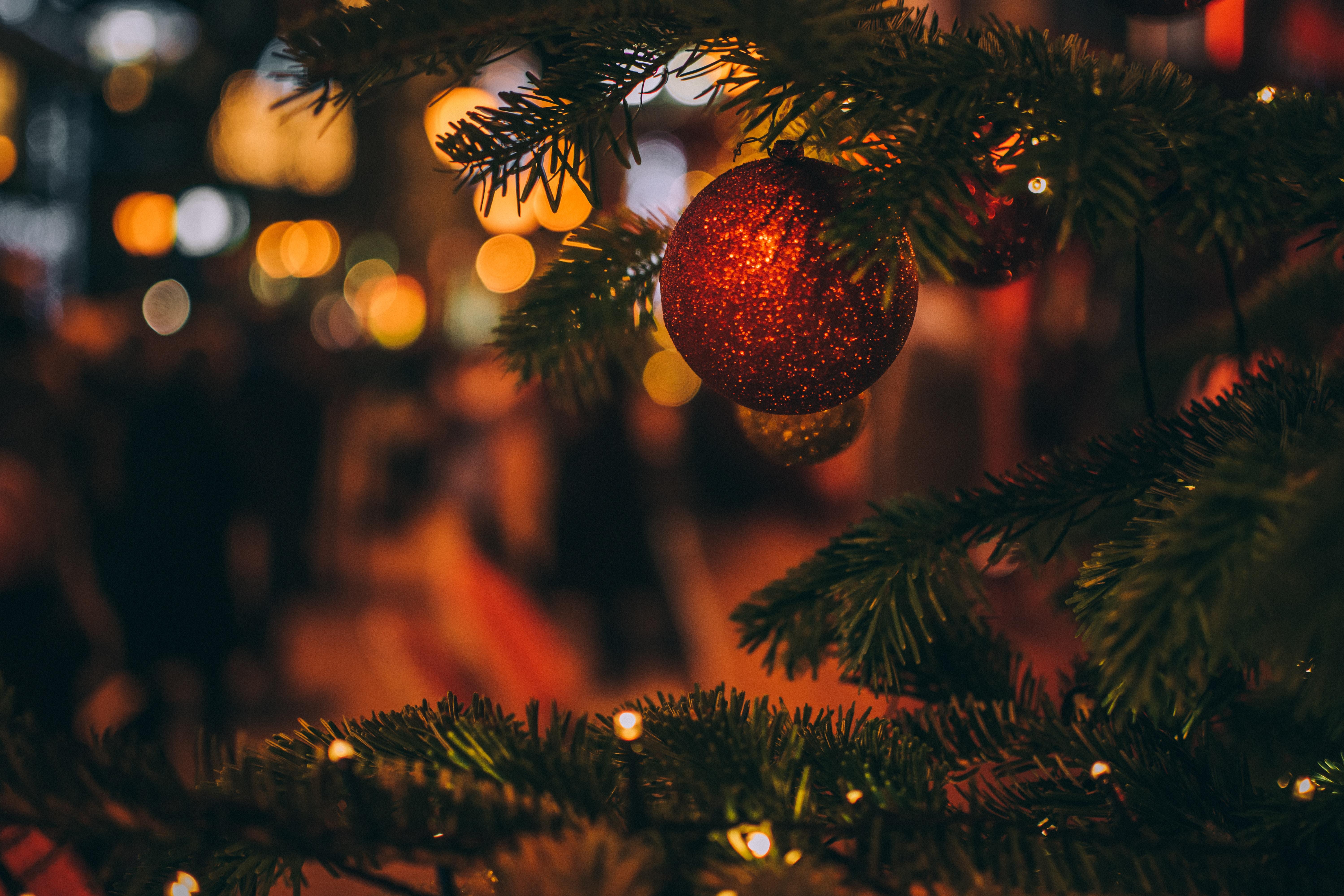 81698 Salvapantallas y fondos de pantalla Año Nuevo en tu teléfono. Descarga imágenes de Vacaciones, Juguete Del Árbol De Navidad, Árbol De Navidad De Juego, Árbol De Navidad, Navidad, Año Nuevo, Borrosidad, Suave, Decoración gratis