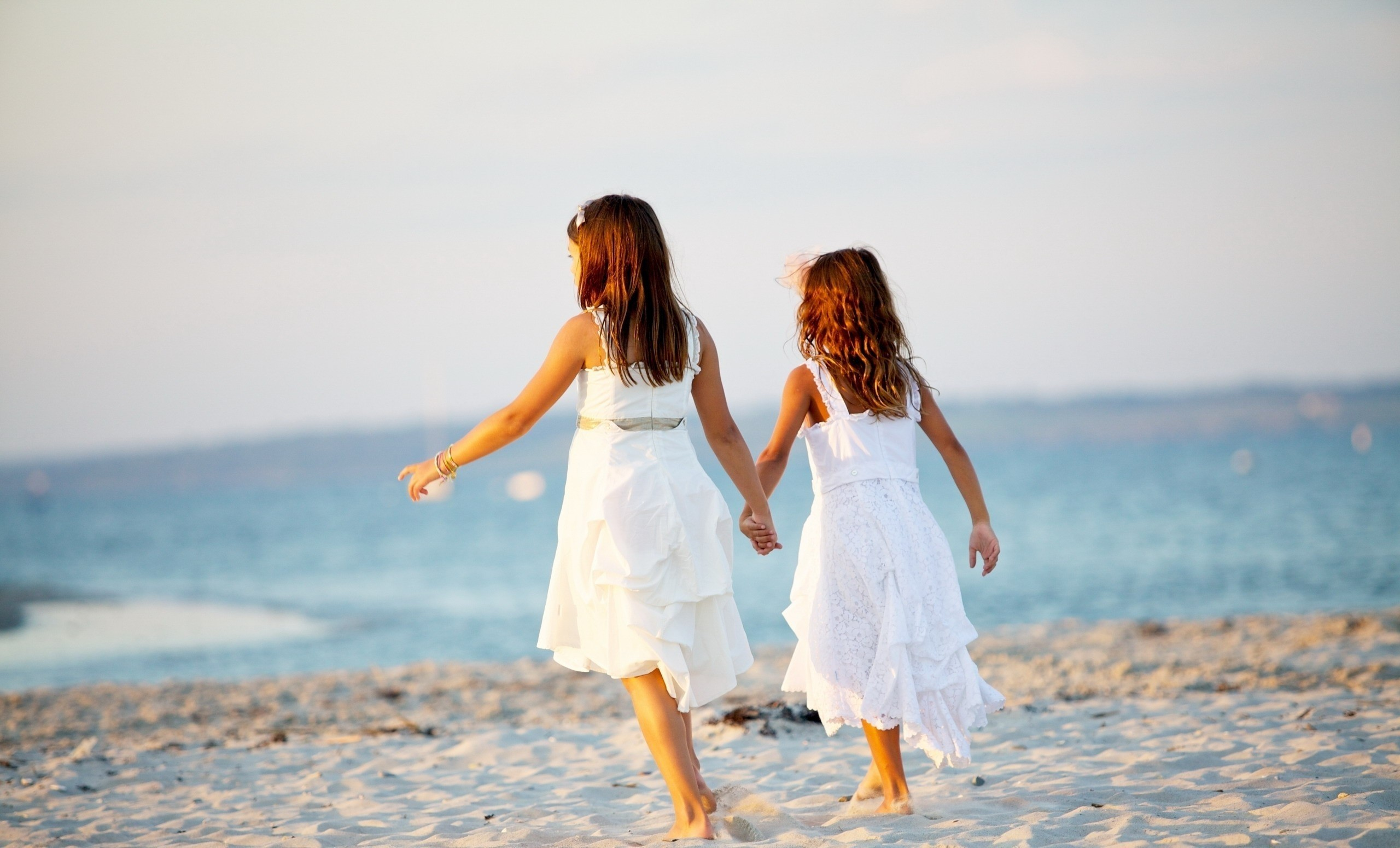 110524 download wallpaper Miscellanea, Miscellaneous, Girls, Children, Shore, Bank, Ocean, Sea screensavers and pictures for free