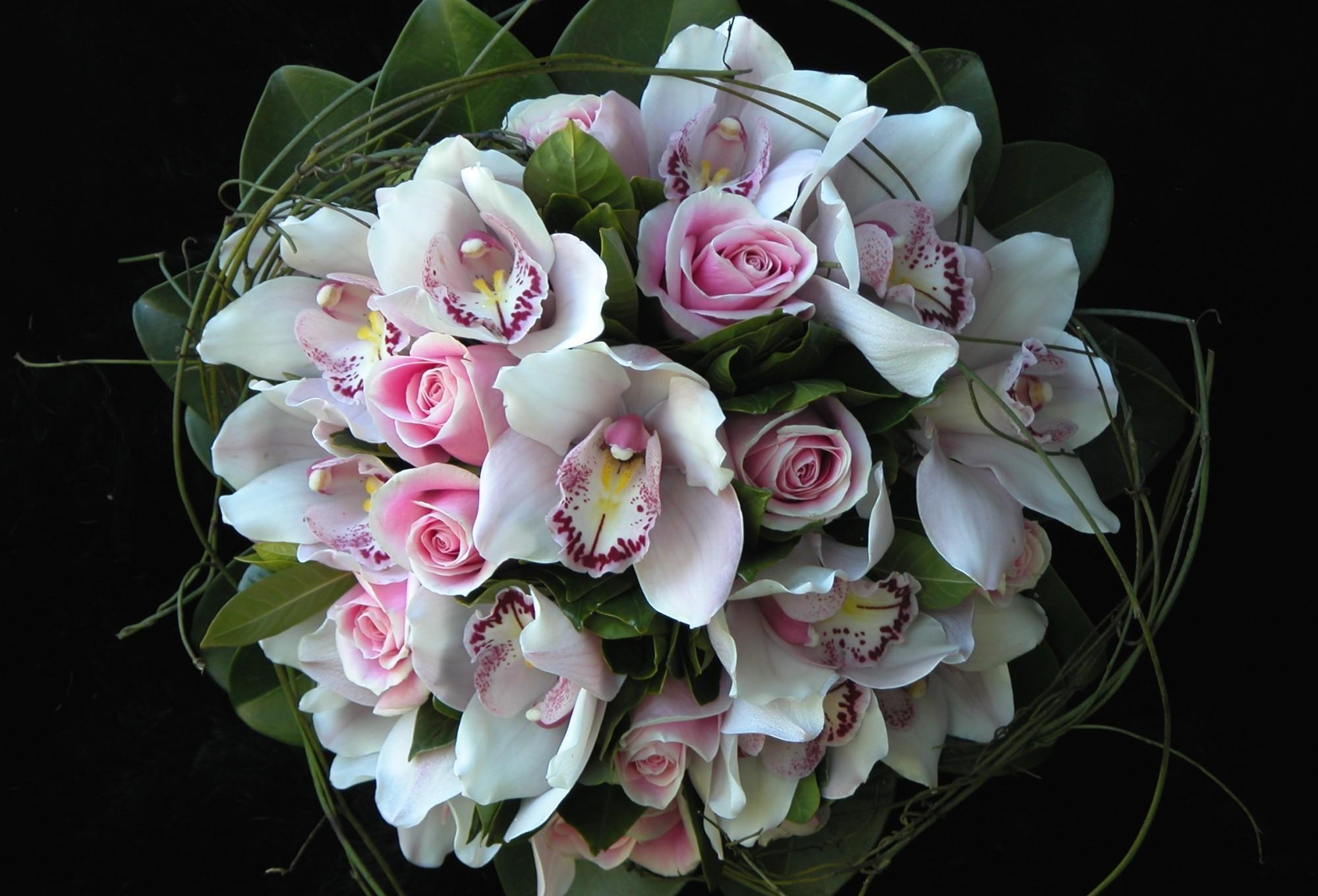 77843 скачать обои Цветы, Орхидеи, Букет, Композиция, Оформление, Зелень, Розы - заставки и картинки бесплатно