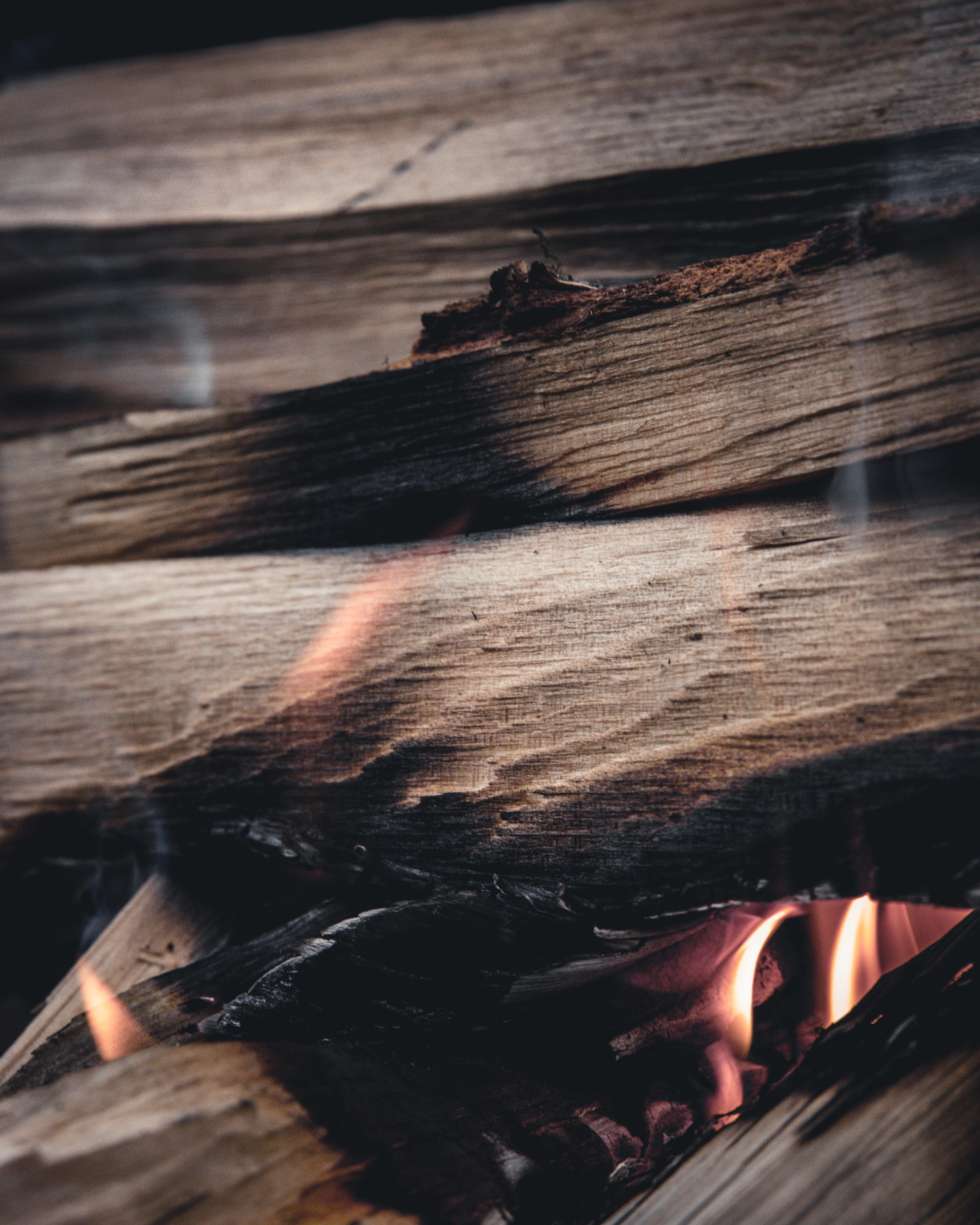 86365 免費下載壁紙 宏, 柴, 木柴, 火, 火焰, 燃烧, 吸烟 屏保和圖片