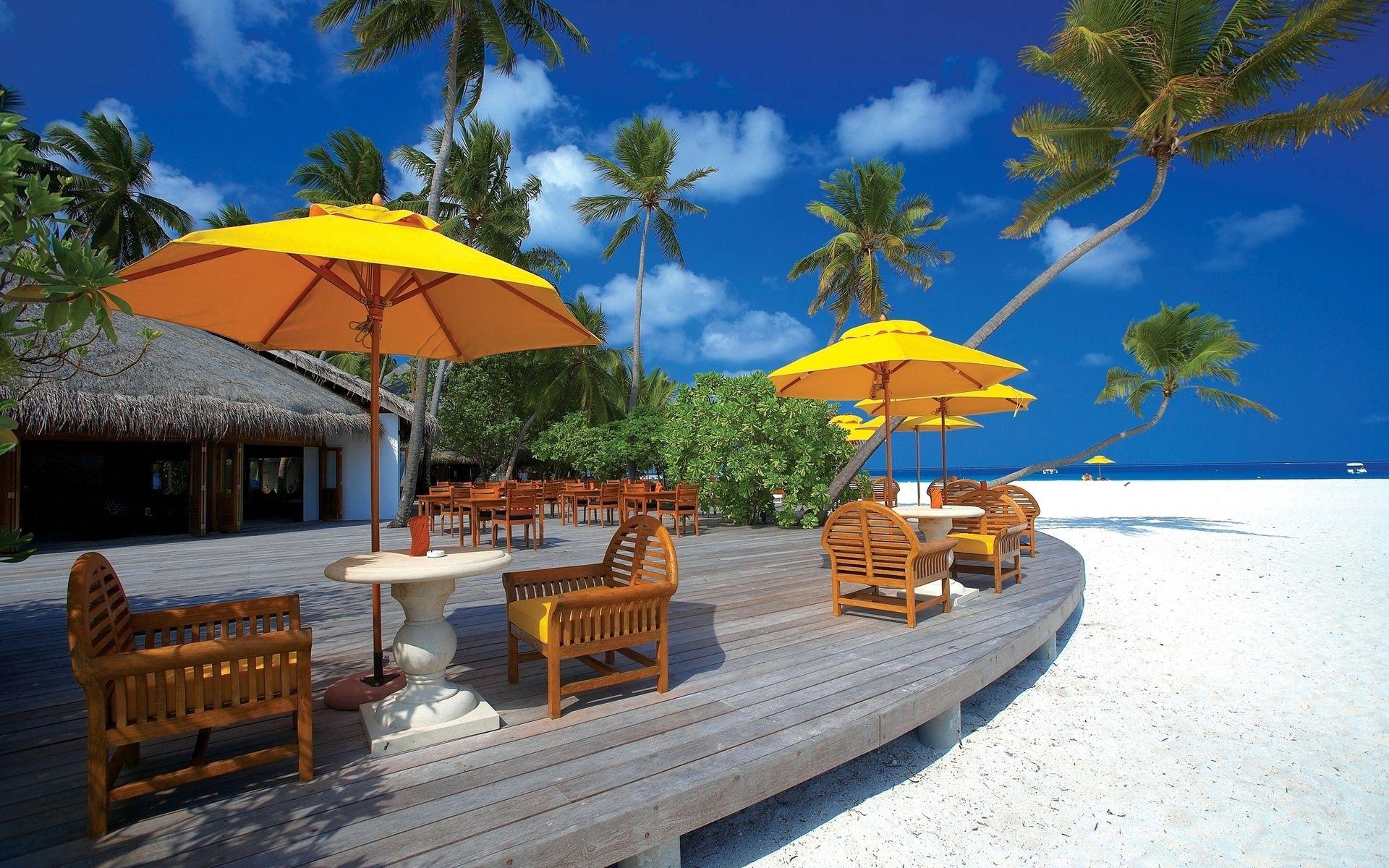 140124 скачать обои Архитектура, Природа, Облака, Пляж, Стулья, Мальдивские Острова - заставки и картинки бесплатно