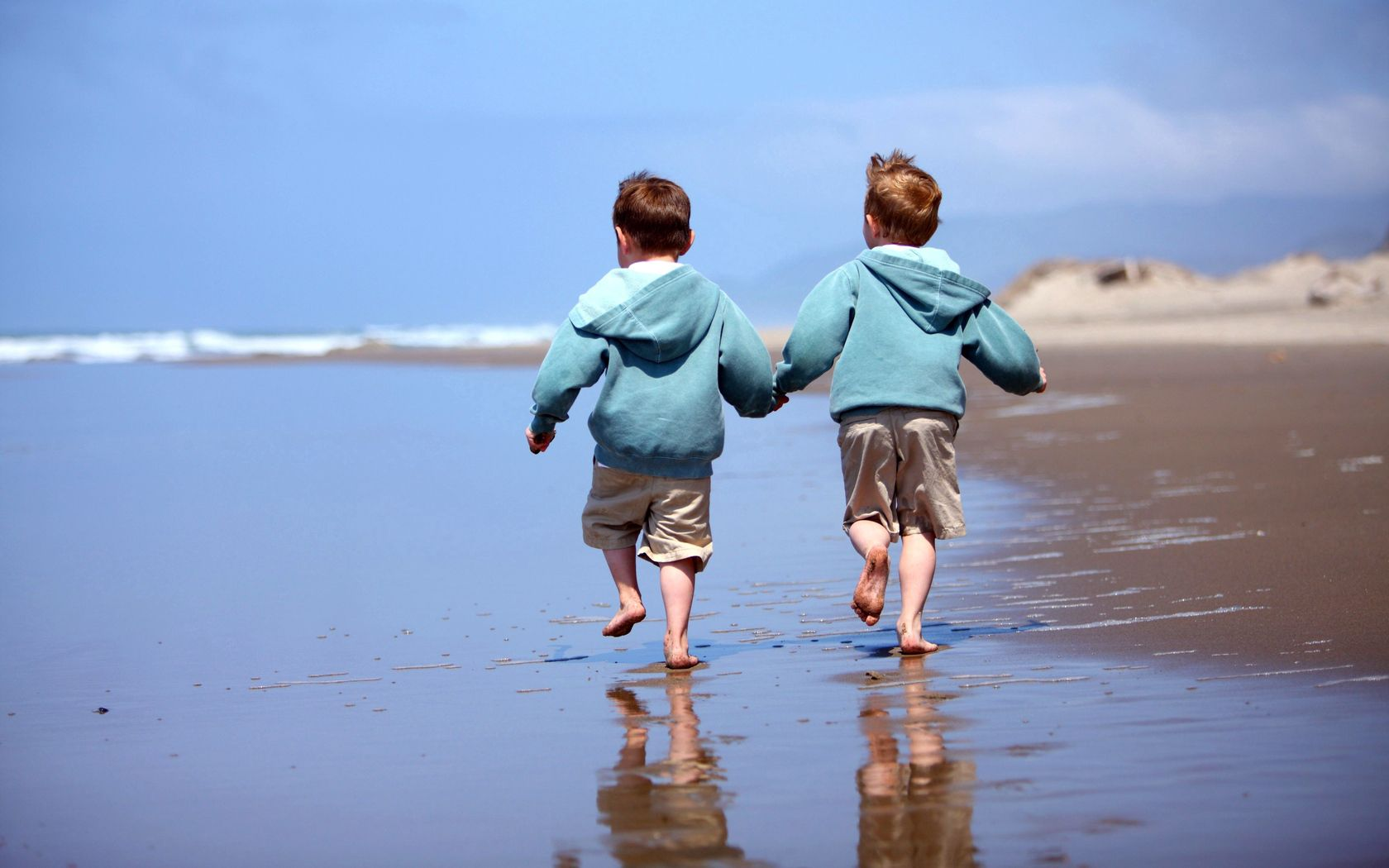 67555 Screensavers and Wallpapers Children for phone. Download Miscellanea, Miscellaneous, Children, Boys, Brothers, Shore, Bank, Sand, Reflection, Coast, Sea, Ocean, Surf, Stroll, Shorts, Heels, Heel, Horizon, Sky pictures for free