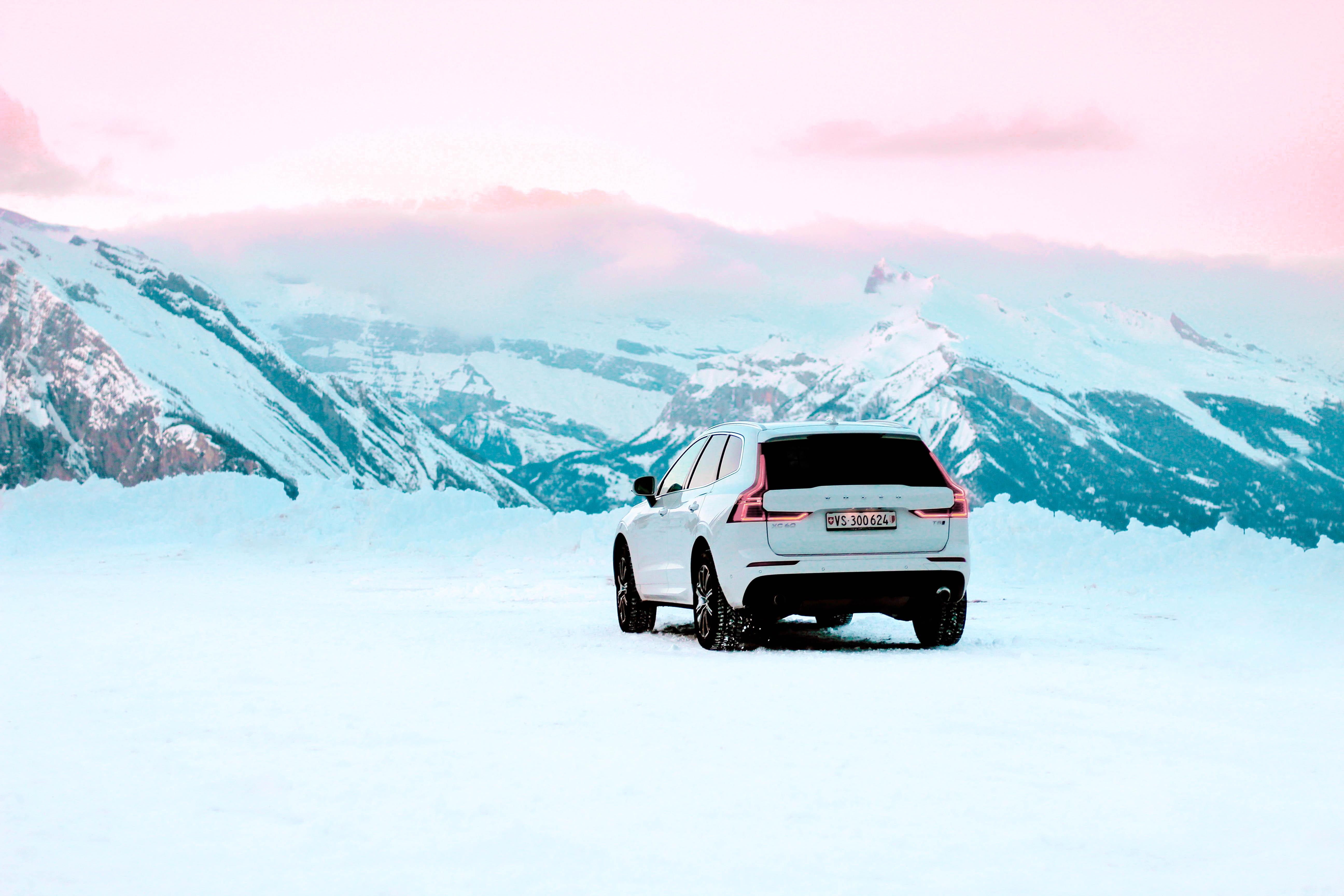 134950 скачать обои Внедорожник, Вольво (Volvo), Горы, Снег, Тачки (Cars), Автомобиль, Белый, Volvo Xc60 - заставки и картинки бесплатно