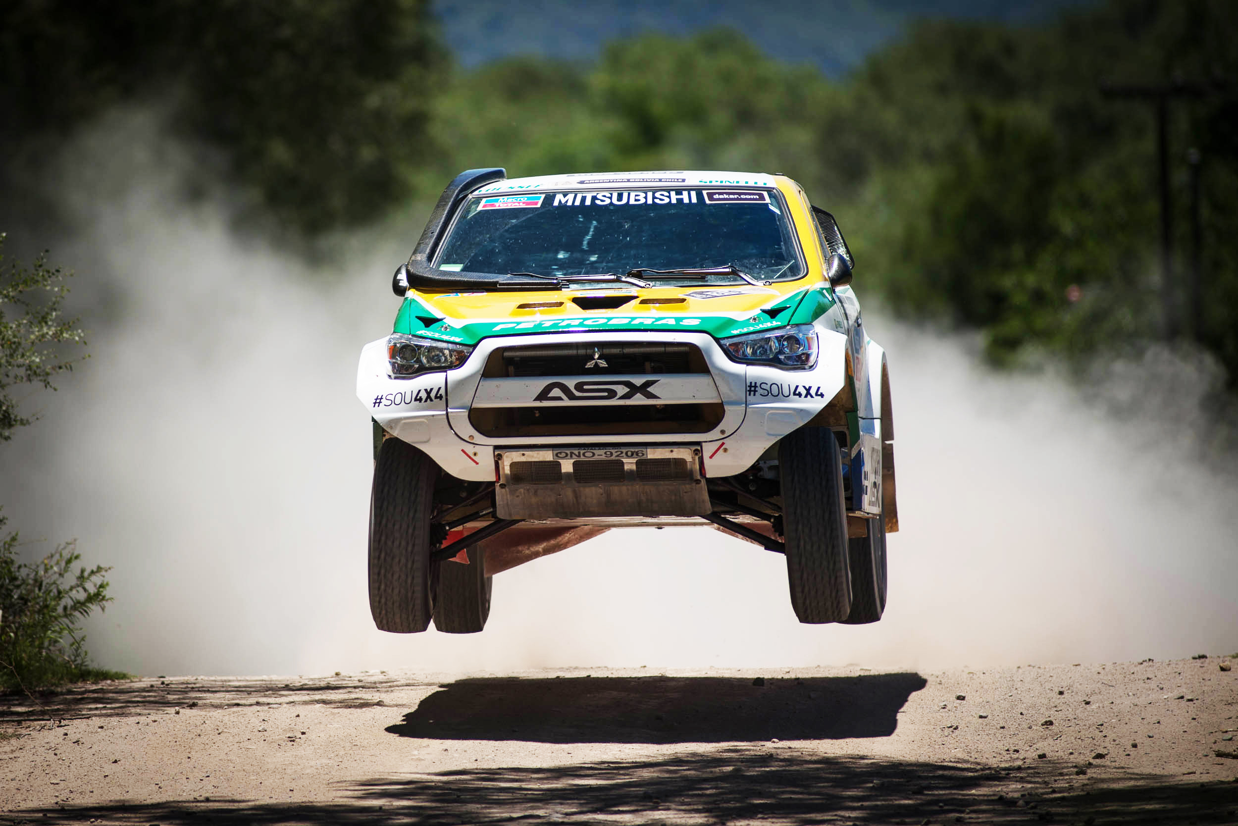 116081 download wallpaper Cars, Mitsubishi, Dakar, Races, Suv screensavers and pictures for free