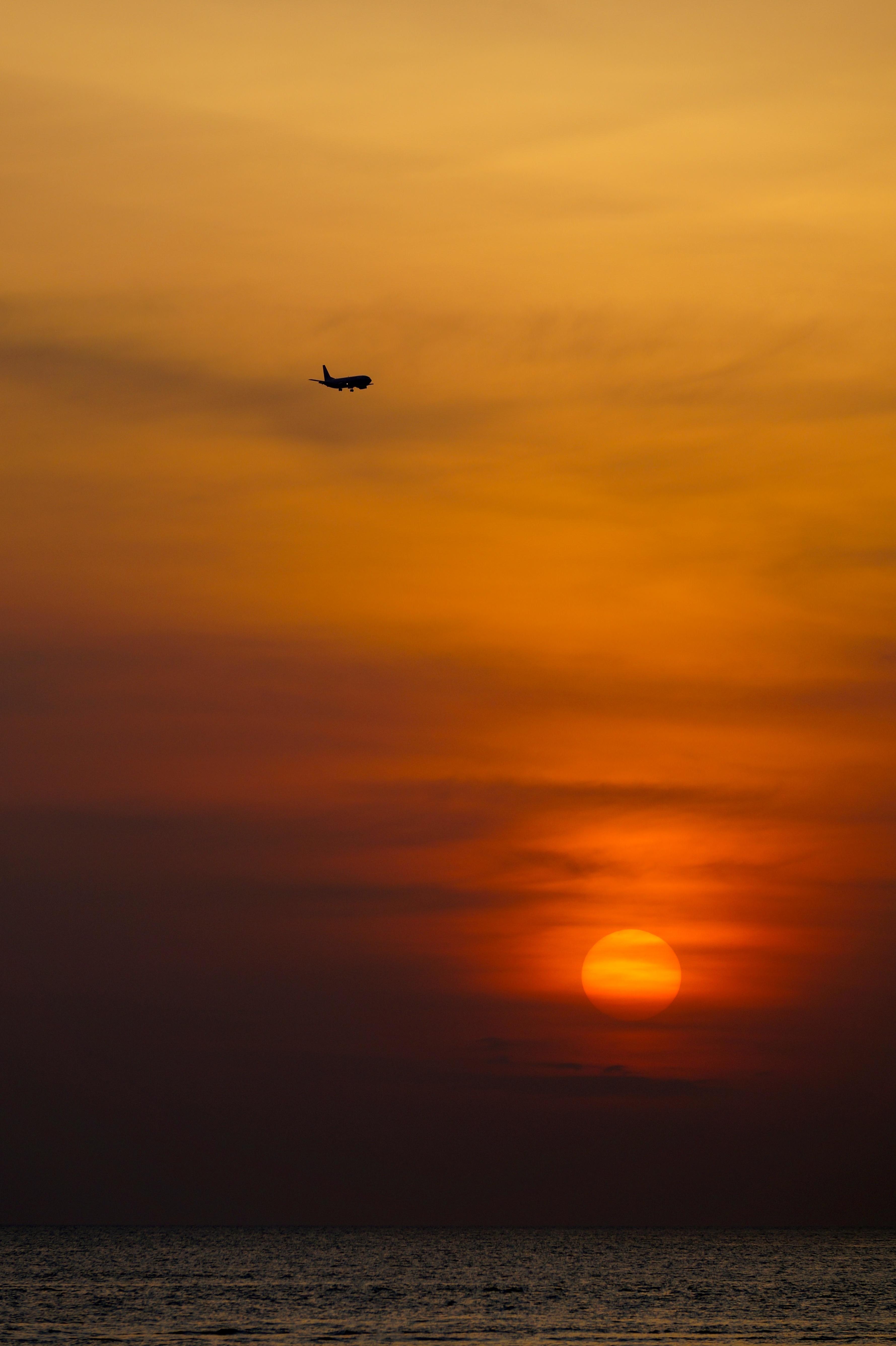 157903 скачать обои Природа, Закат, Самолет, Горизонт, Солнце - заставки и картинки бесплатно