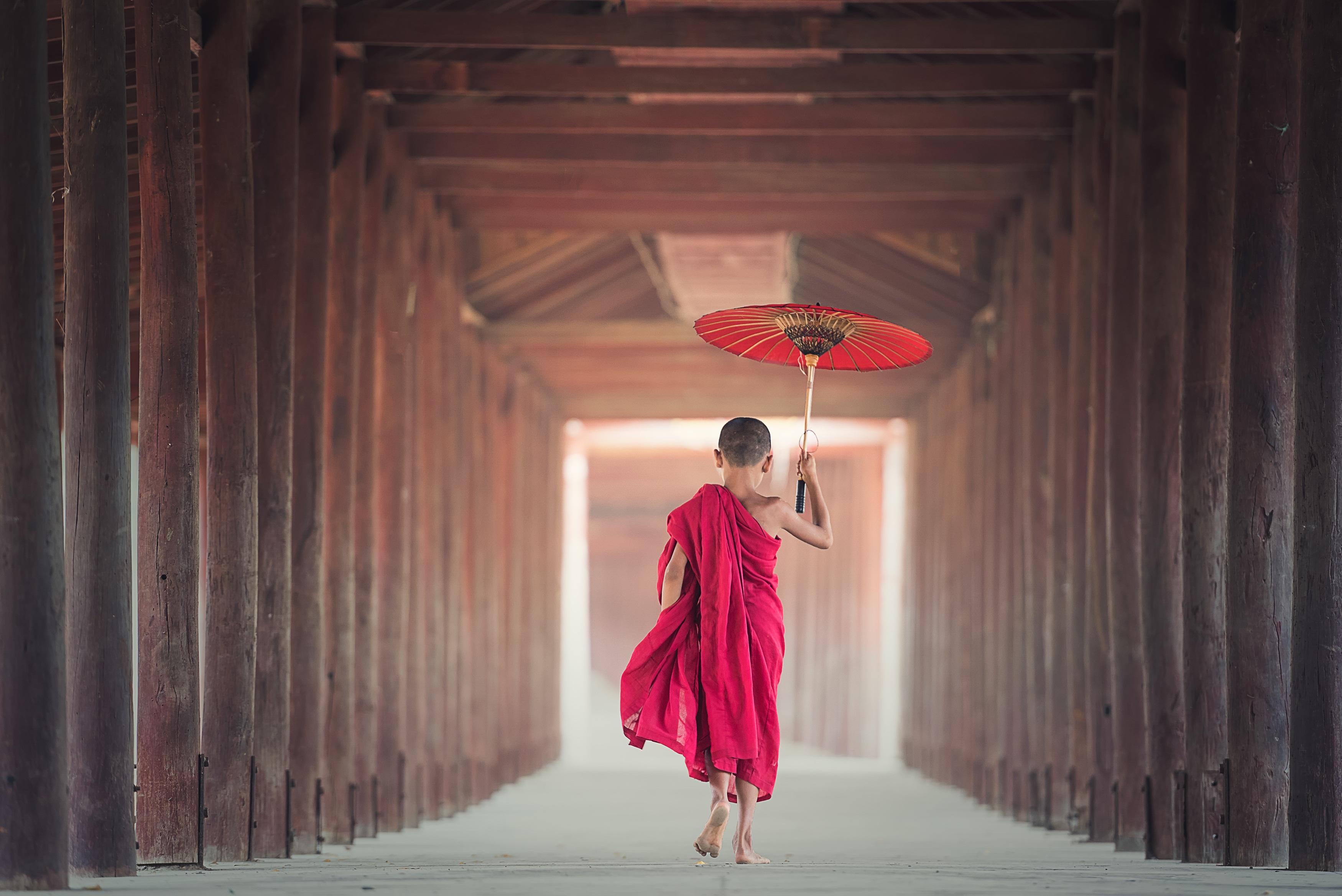 149794 Заставки и Обои Азия на телефон. Скачать Азия, Разное, Буддизм, Зонт, Ребенок, Монах, Бирма, Мьянма, Мальчик картинки бесплатно