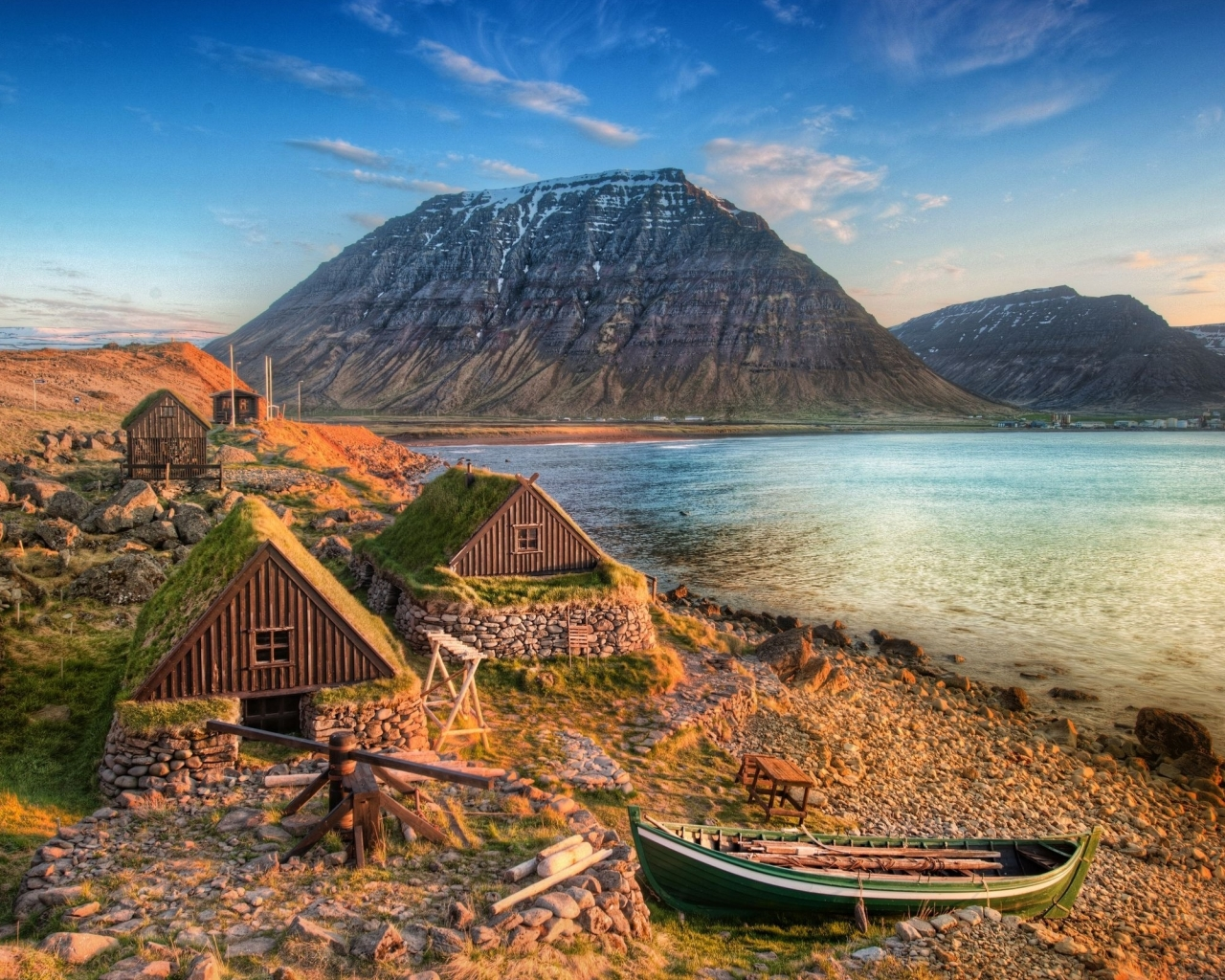33010 download wallpaper Landscape, Houses, Mountains, Sea screensavers and pictures for free
