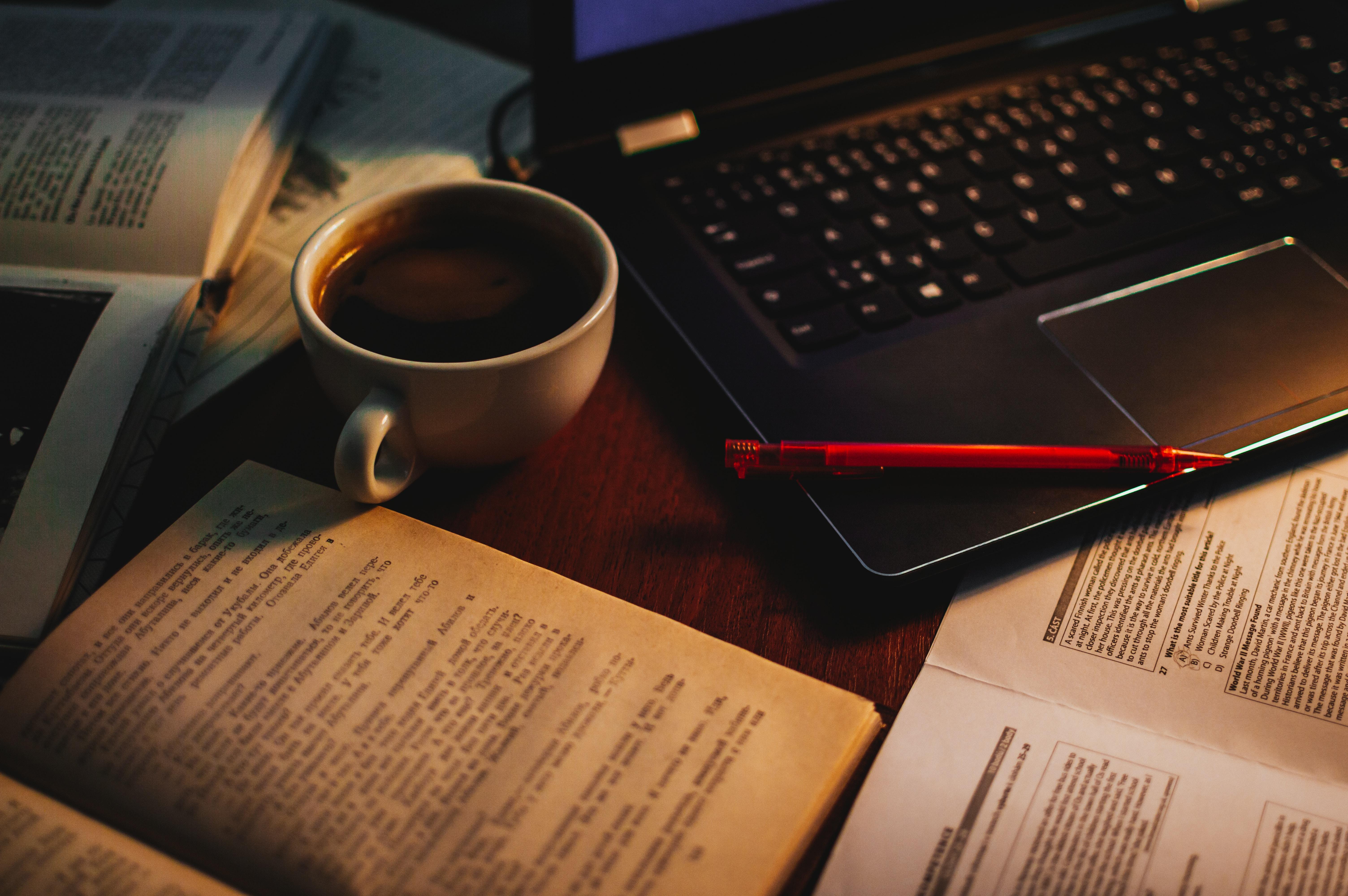 110880 Hintergrundbild herunterladen Bücher, Coffee, Verschiedenes, Sonstige, Eine Tasse, Tasse, Notizbuch, Griff, Stift, Laptop - Bildschirmschoner und Bilder kostenlos