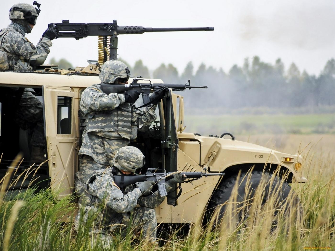 24984 Hintergrundbild herunterladen Waffe, Transport, Auto, Menschen, Männer, Hummer, Soldiers - Bildschirmschoner und Bilder kostenlos
