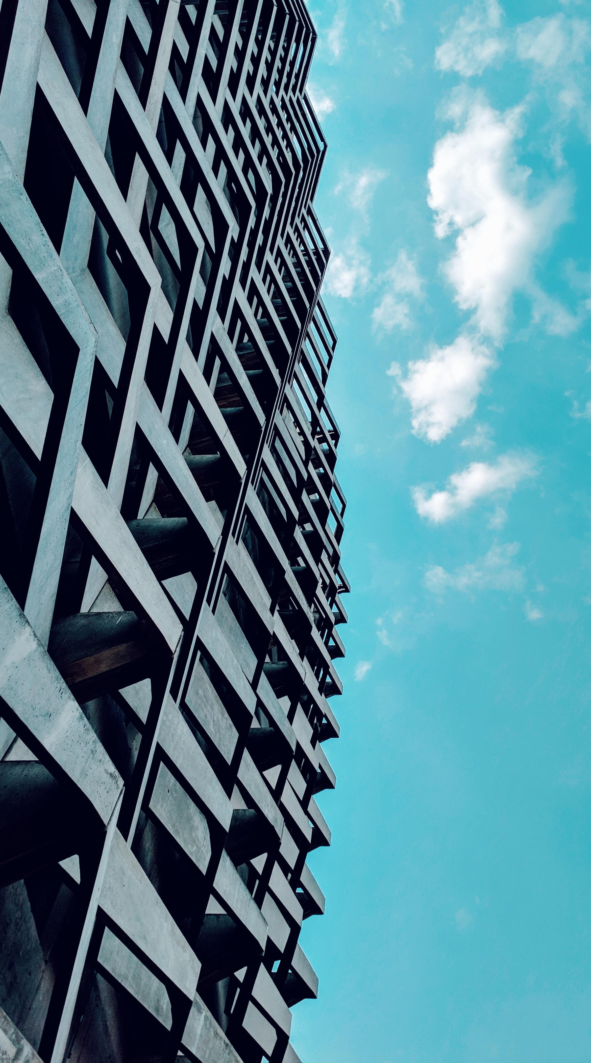 144012 скачать обои Минимализм, Небоскреб, Фасад, Небо, Здание, Городской, Архитектура - заставки и картинки бесплатно