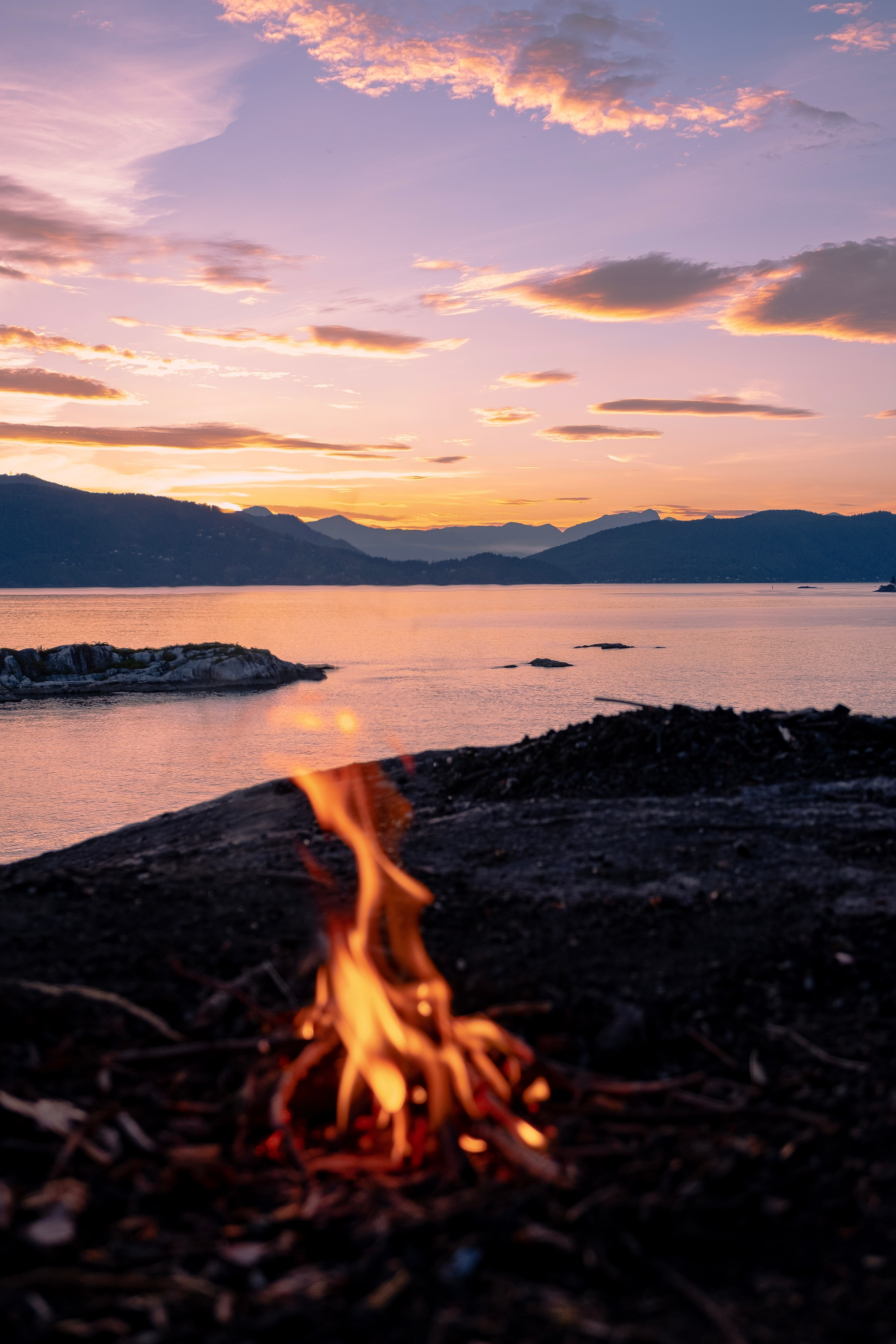69107 download wallpaper Camping, Sunset, Mountains, Sea, Fire, Bonfire, Miscellanea, Miscellaneous, Campsite screensavers and pictures for free