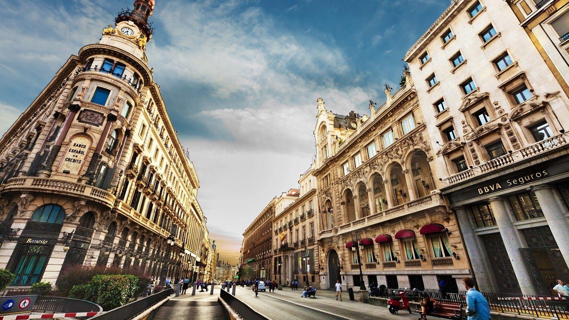 75234 baixar papel de parede Barcelona, Cidades, Pessoas, Cidade, Prédio, Edifício, Rua - protetores de tela e imagens gratuitamente