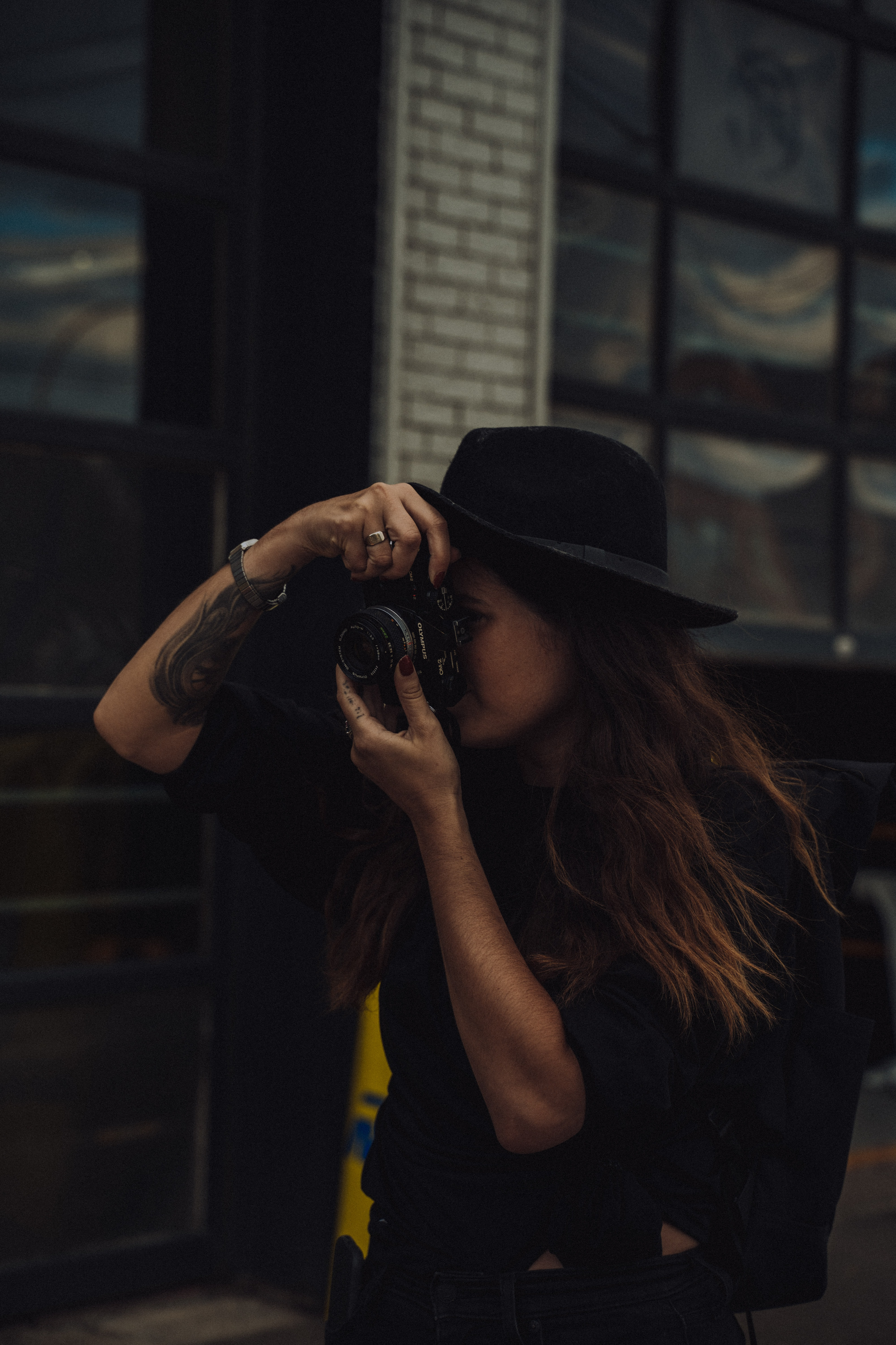 121636 download wallpaper Miscellanea, Miscellaneous, Girl, Tattoo, Photographer, Camera, Hat screensavers and pictures for free