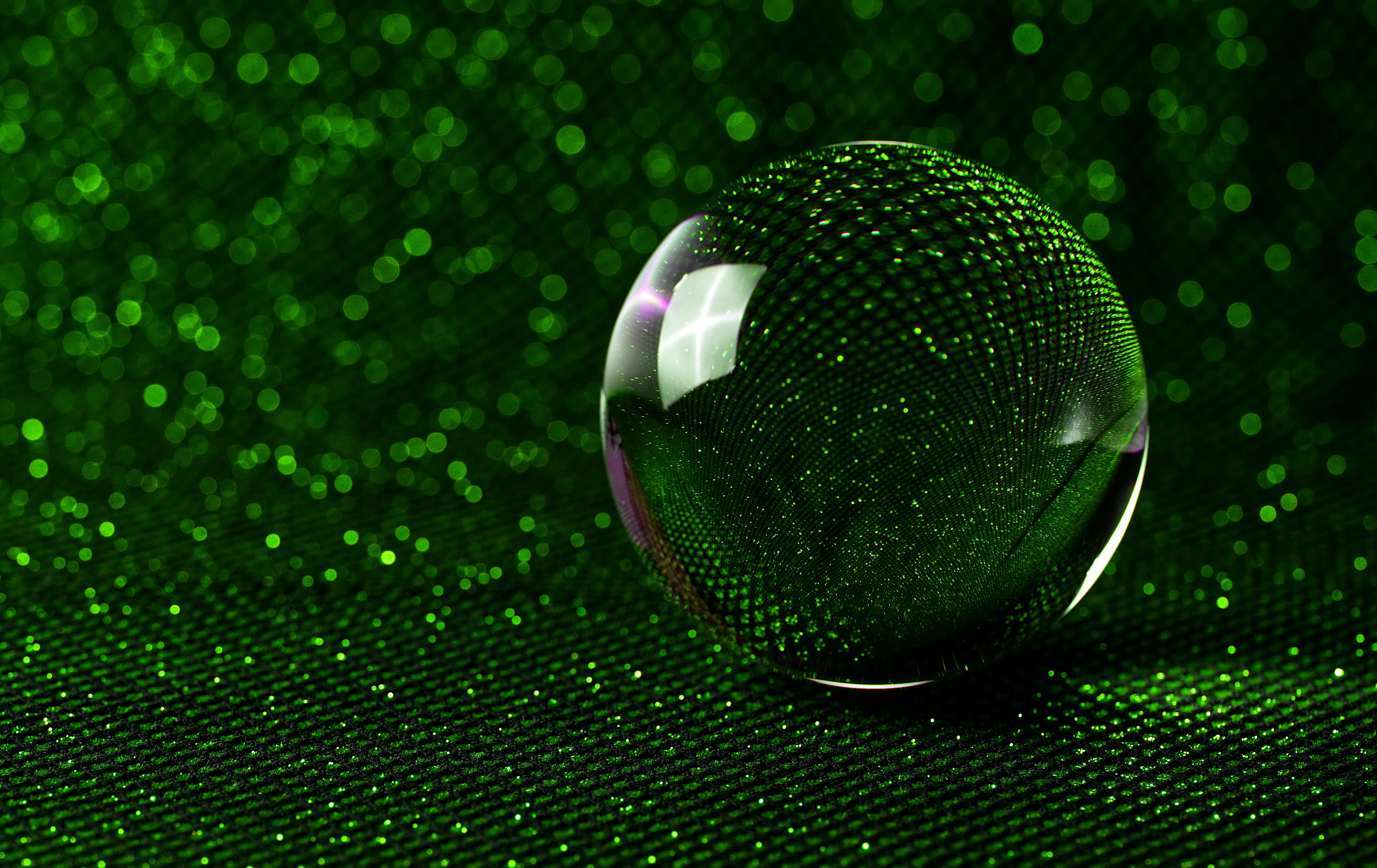132069 download wallpaper Miscellanea, Reflection, Miscellaneous, Ball, Tinsel, Sequins, Bokeh, Boquet, Mirror, Mirrored screensavers and pictures for free