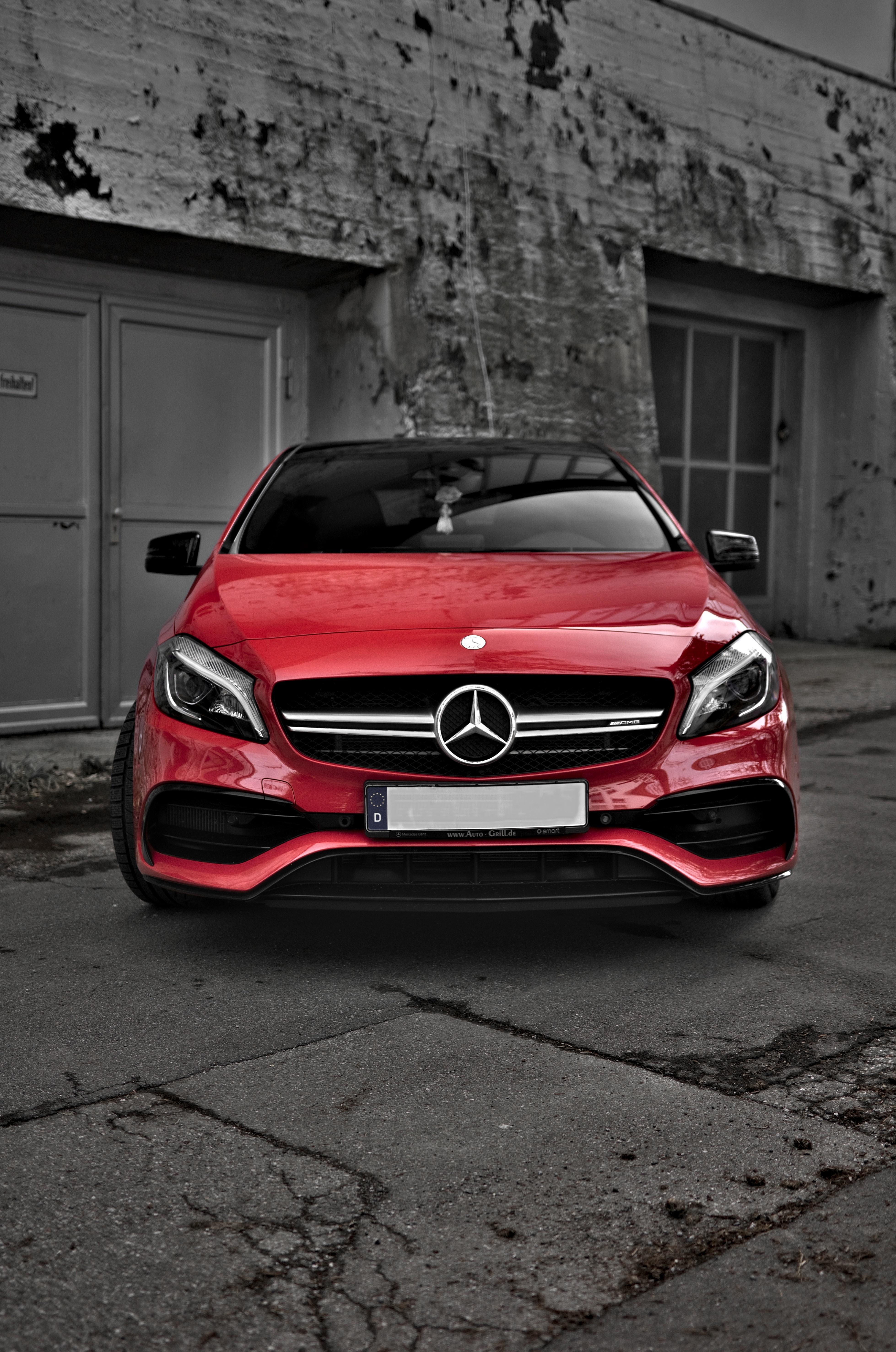 136972 Hintergrundbild herunterladen Auto, Mercedes, Cars, Gebäude, Vorderansicht, Frontansicht, Maschine - Bildschirmschoner und Bilder kostenlos