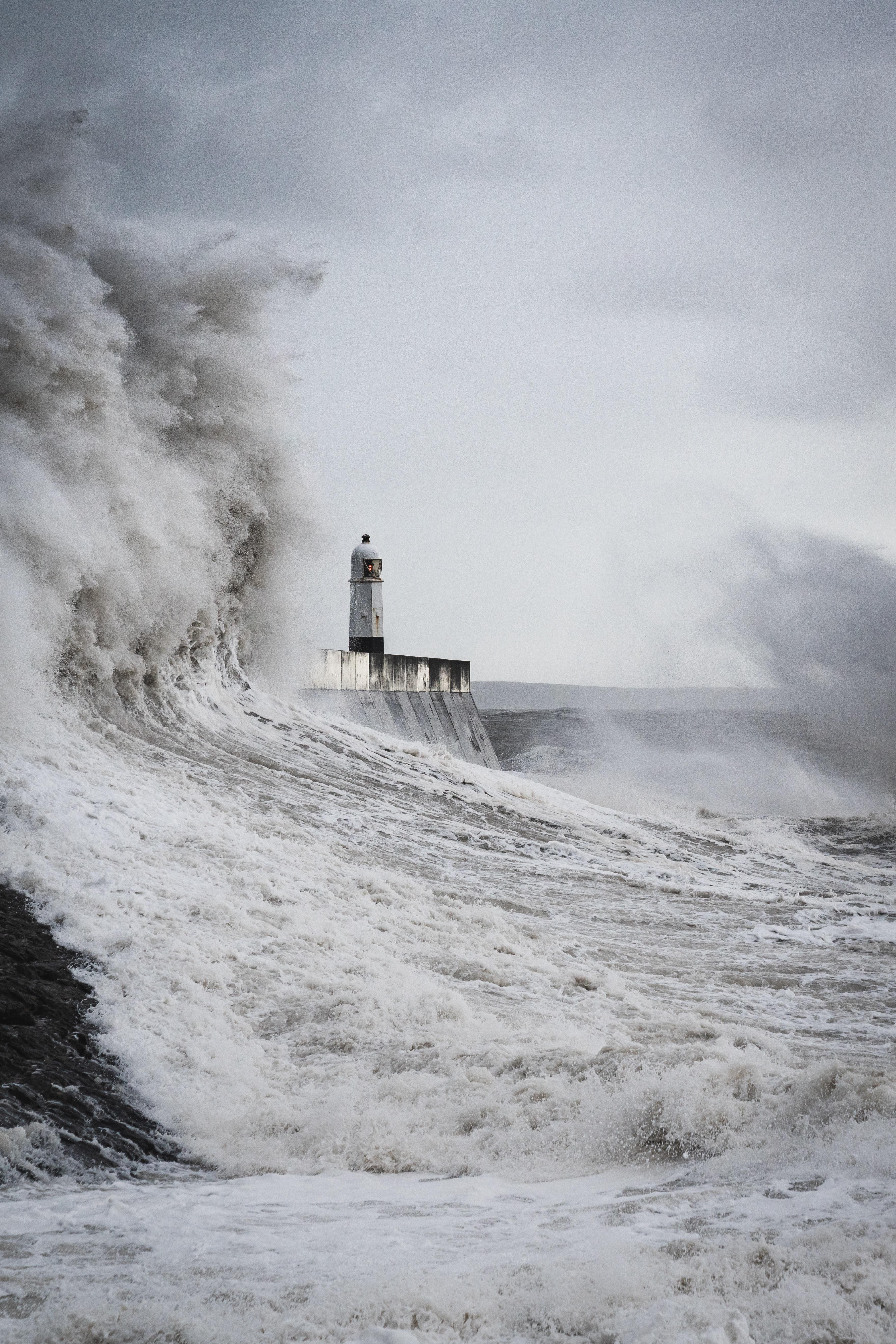 137939 скачать обои Море, Волны, Разное, Брызги, Маяк, Шторм - заставки и картинки бесплатно