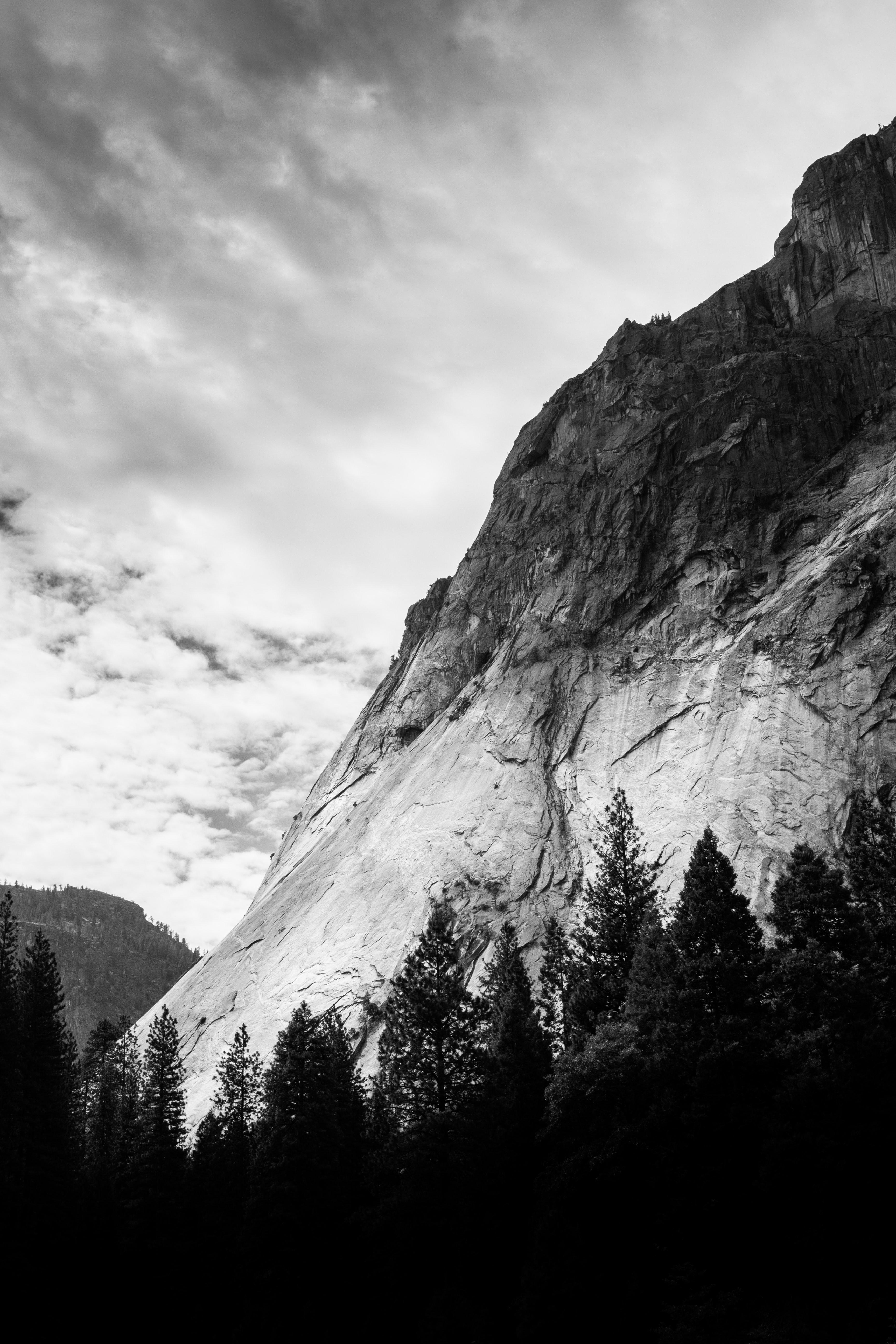 53694 baixar papel de parede Montanha, Árvores, Nuvens, Natureza, Preto E Branco, Preto-E-Branco, Bw, Chb - protetores de tela e imagens gratuitamente
