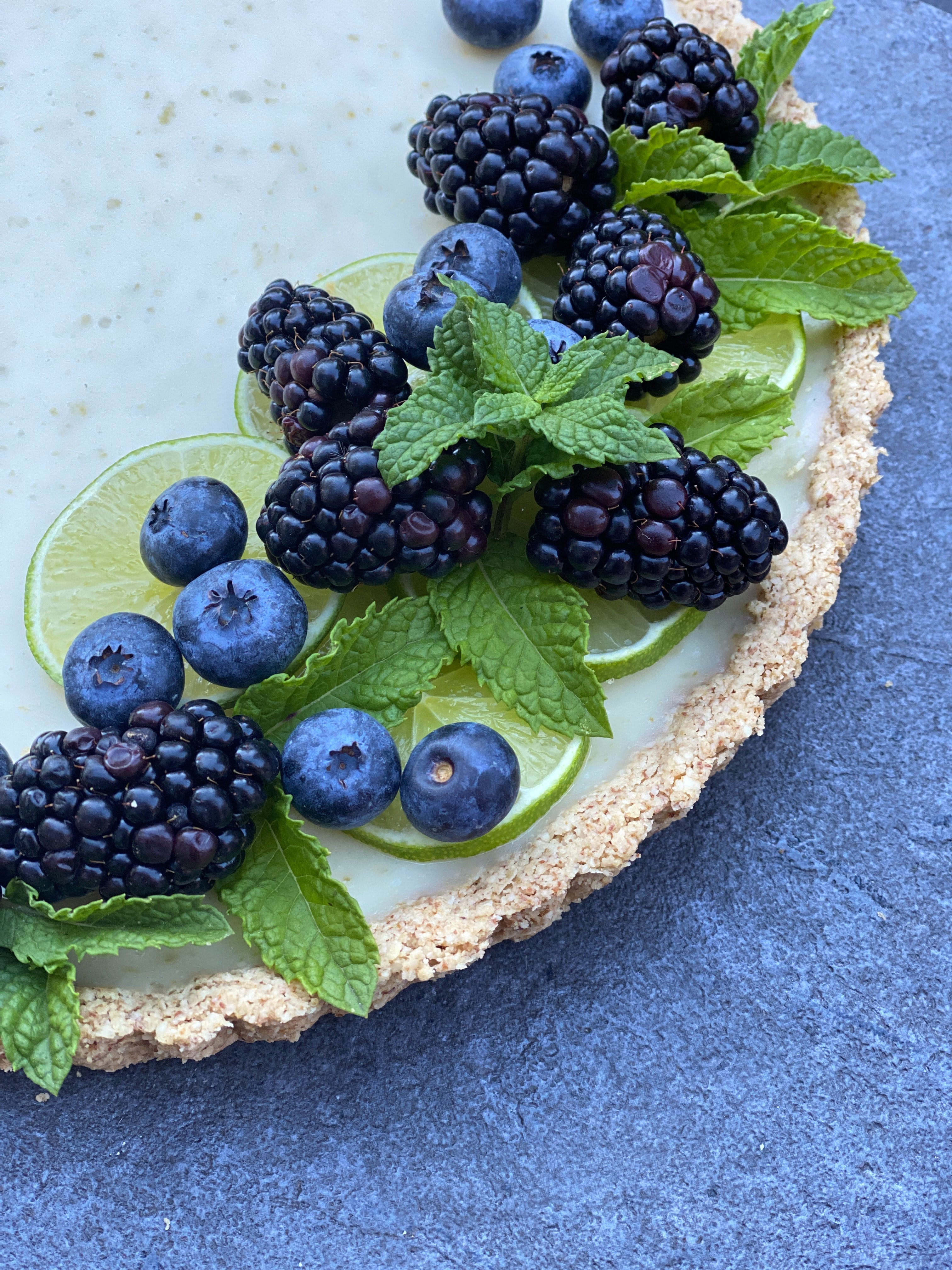 153321 download wallpaper Food, Pie, Mint, Bilberries, Berries, Blackberry screensavers and pictures for free