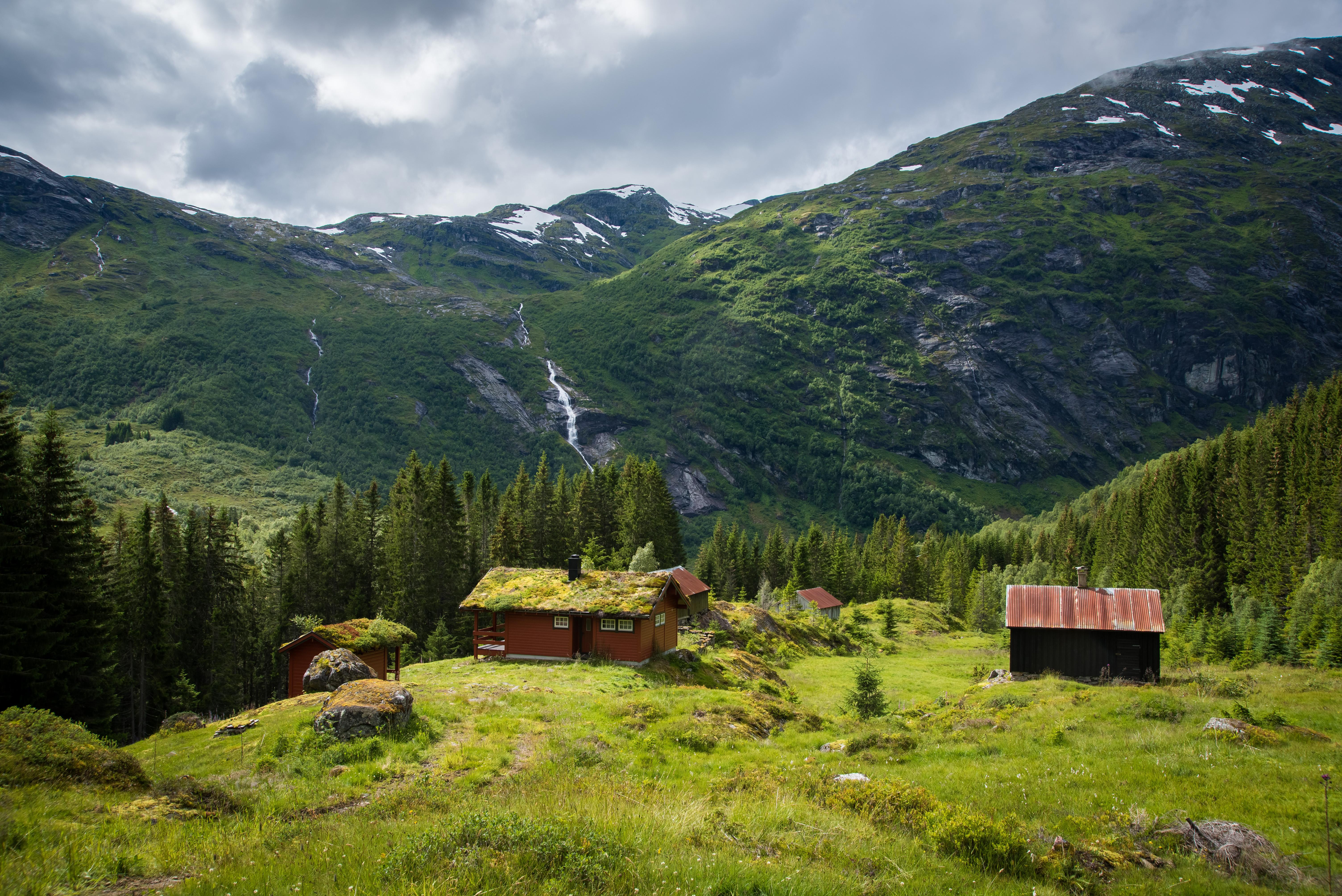 116836 скачать обои Дома, Природа, Деревья, Трава, Горы - заставки и картинки бесплатно
