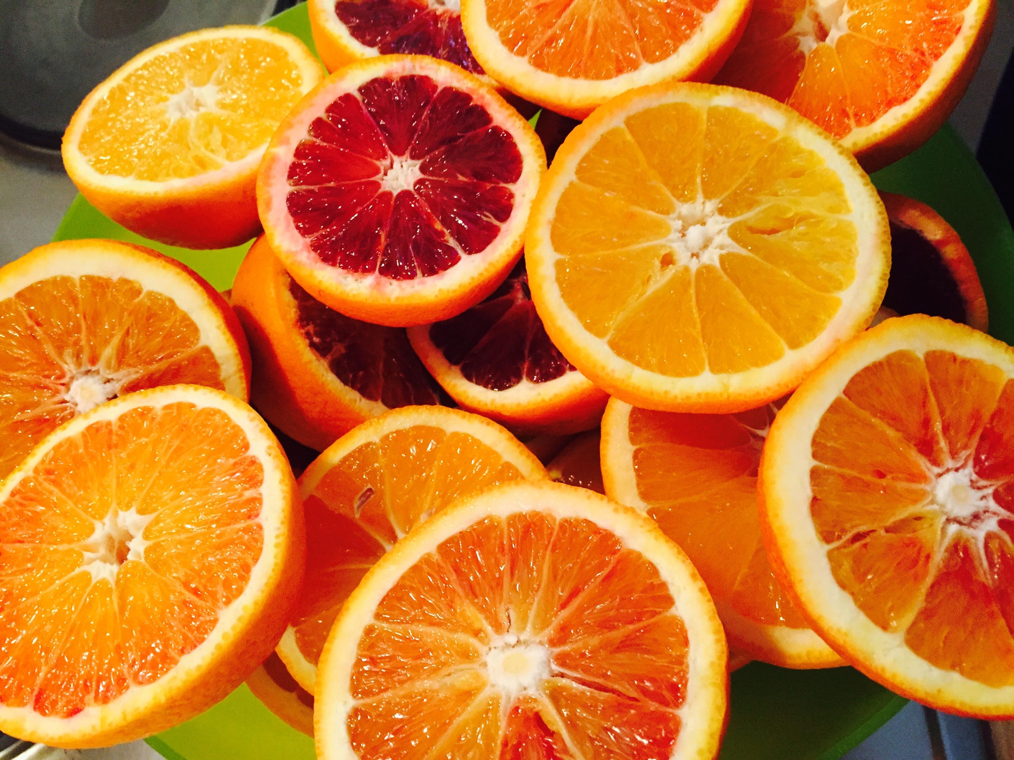 142866 скачать обои Фрукты, Срез, Апельсины, Еда, Цитрус, Спелый, Сочный - заставки и картинки бесплатно