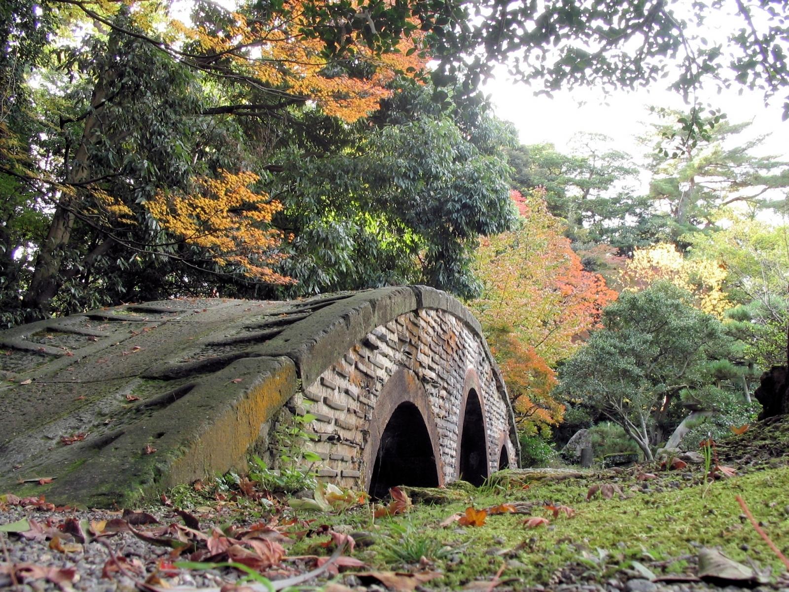 Скачать картинку Пейзаж, Мосты, Деревья, Осень в телефон бесплатно.
