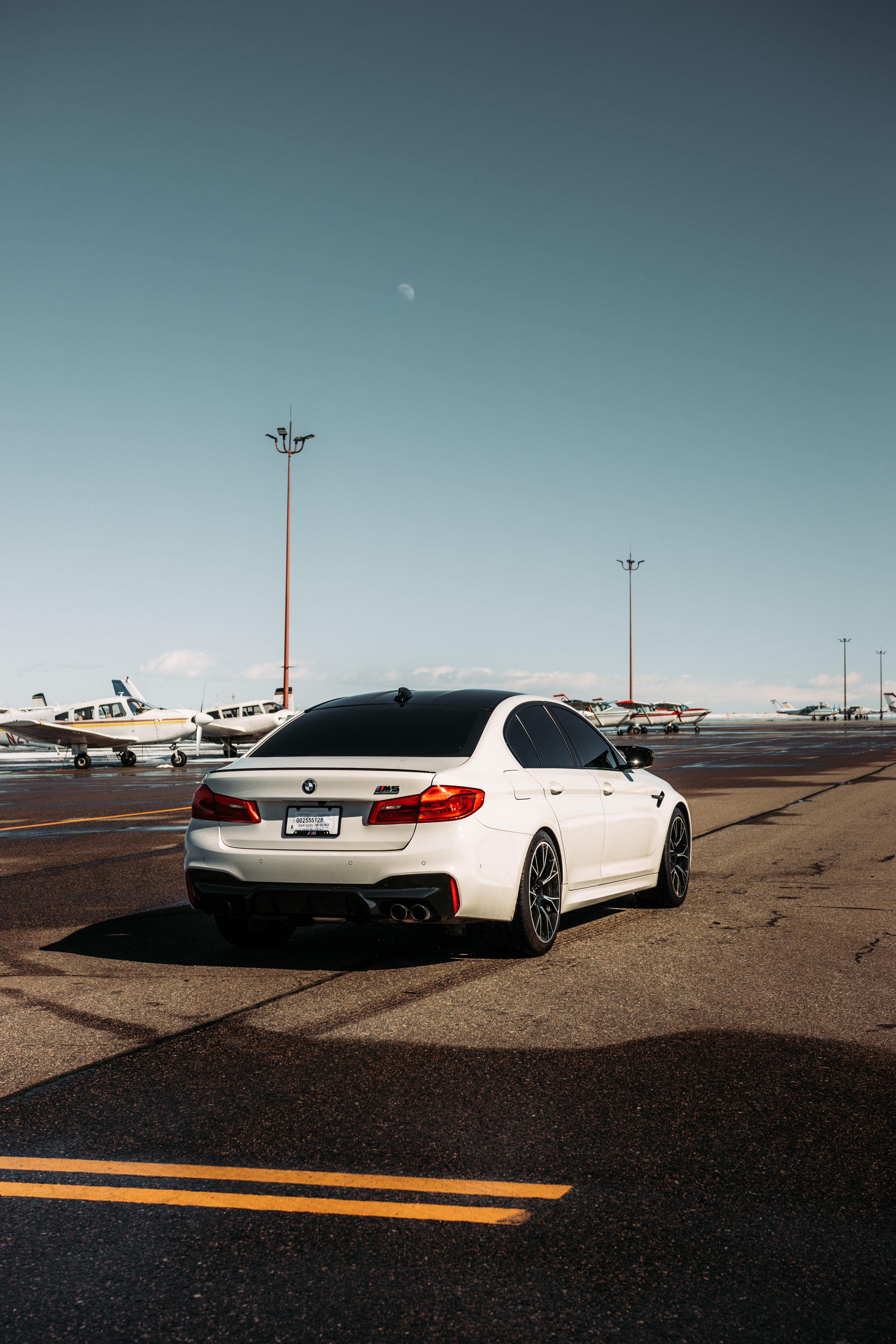 93536 скачать обои Тачки (Cars), Bmw M5, Бмв (Bmw), Автомобиль, Белый, Аэропорт - заставки и картинки бесплатно