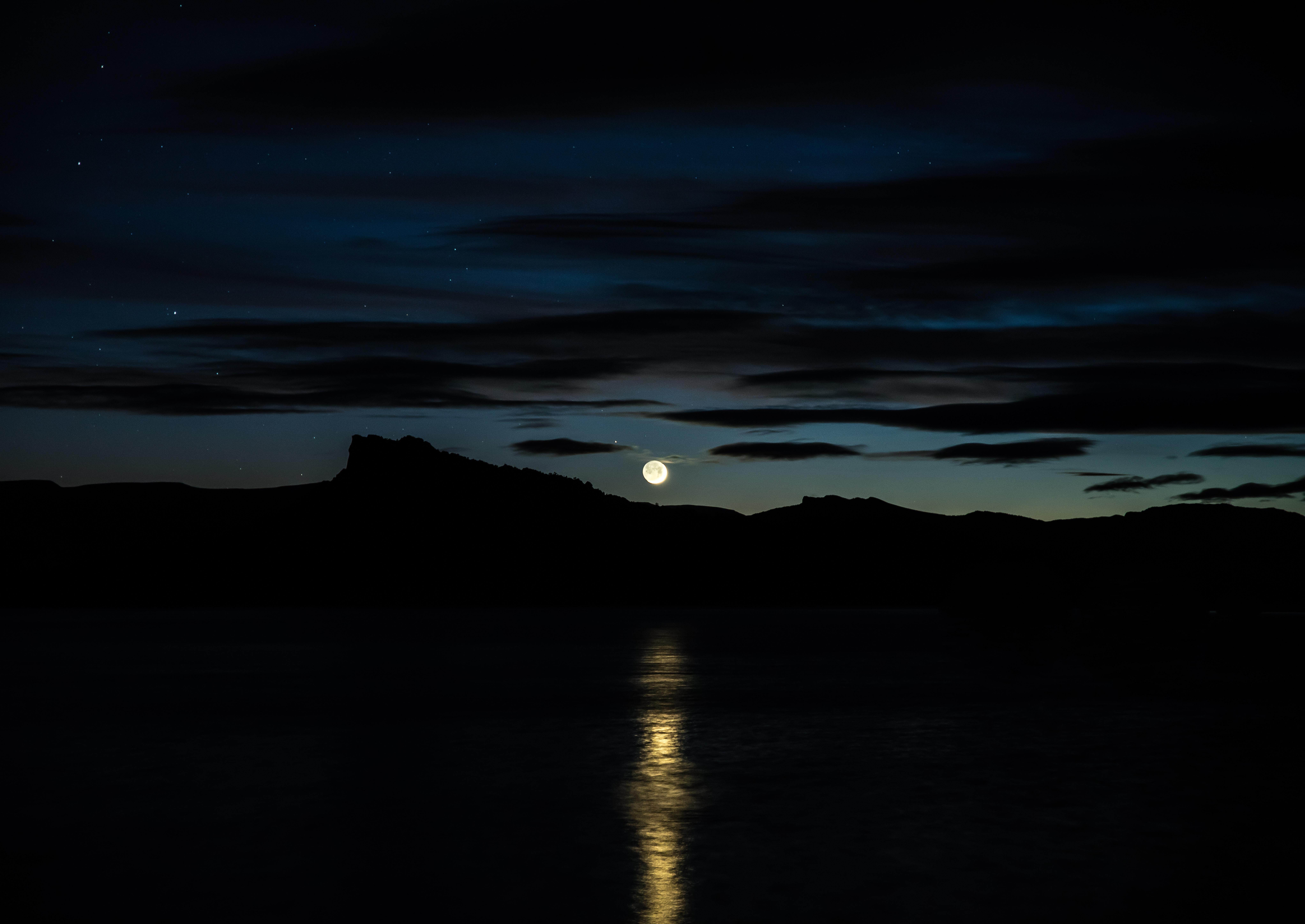 157318 Protetores de tela e papéis de parede Lua em seu telefone. Baixe Lua, Rios, Céu, Montanhas, Horizonte, Escuro fotos gratuitamente