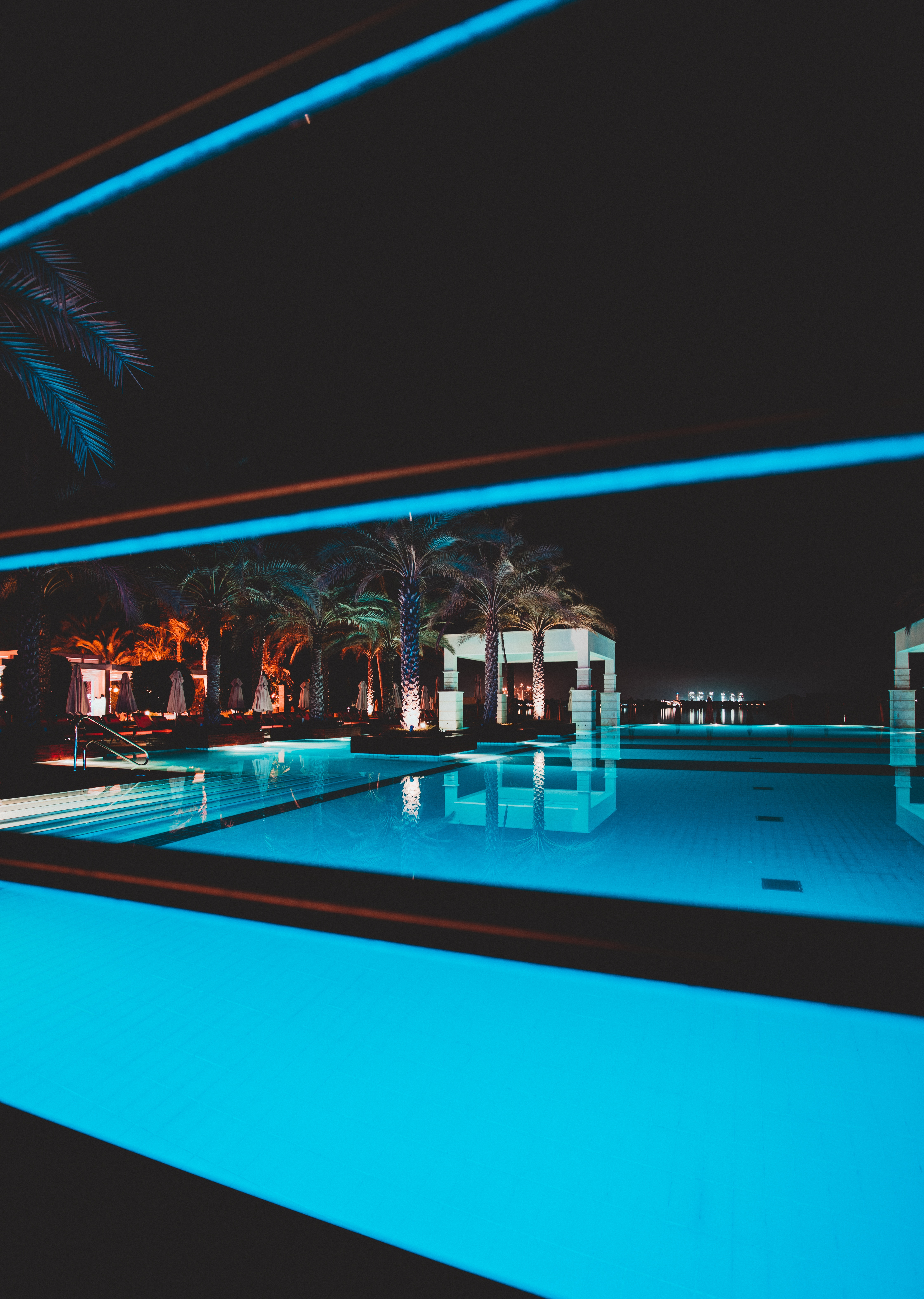 87687 download wallpaper Palms, Miscellanea, Miscellaneous, Relaxation, Rest, Pool, Relax, Suite, Lux, Five Stars screensavers and pictures for free