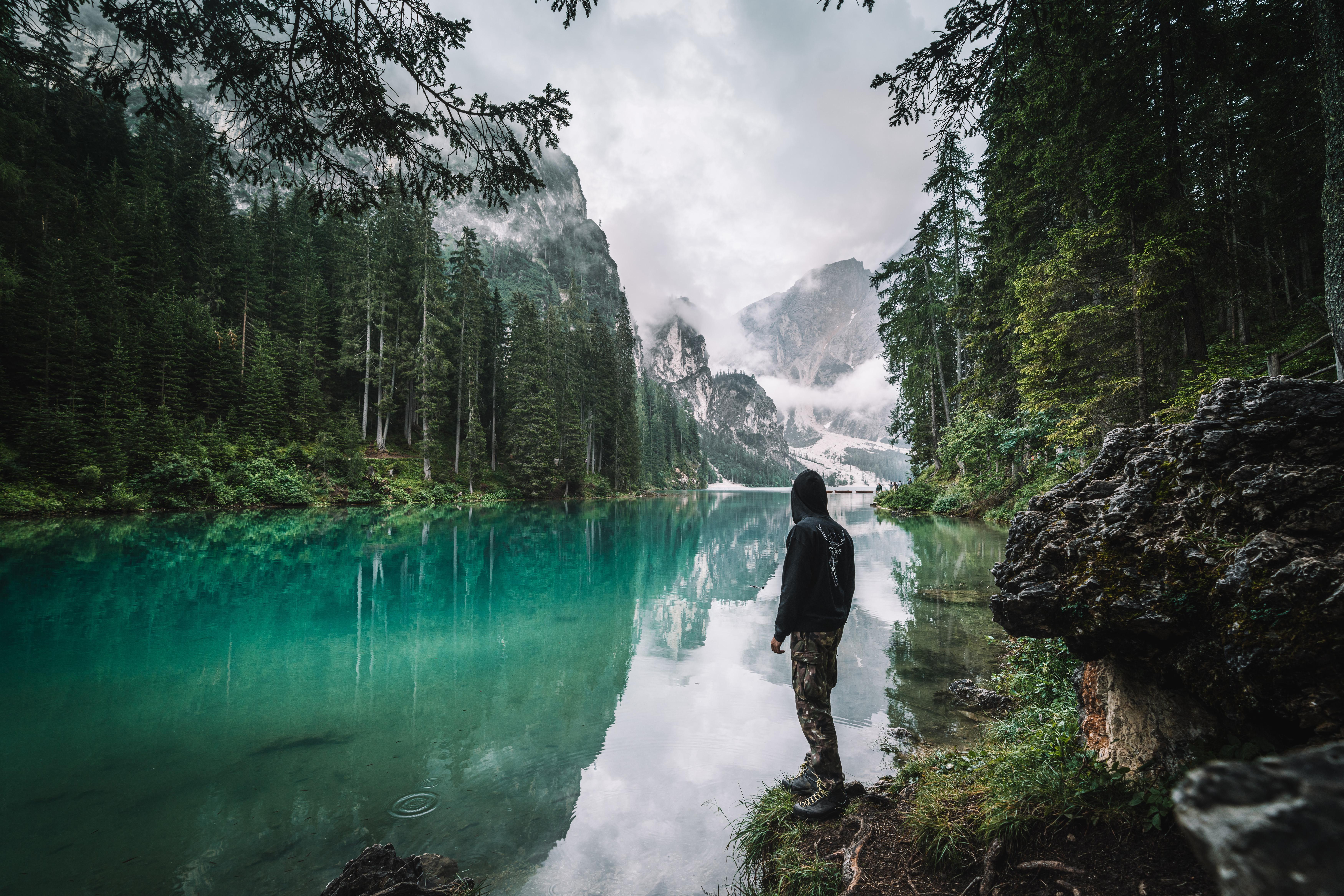 138069 Hintergrundbild 1024x600 kostenlos auf deinem Handy, lade Bilder Natur, Mountains, See, Verschiedenes, Sonstige, Mensch, Person, Einsamkeit 1024x600 auf dein Handy herunter