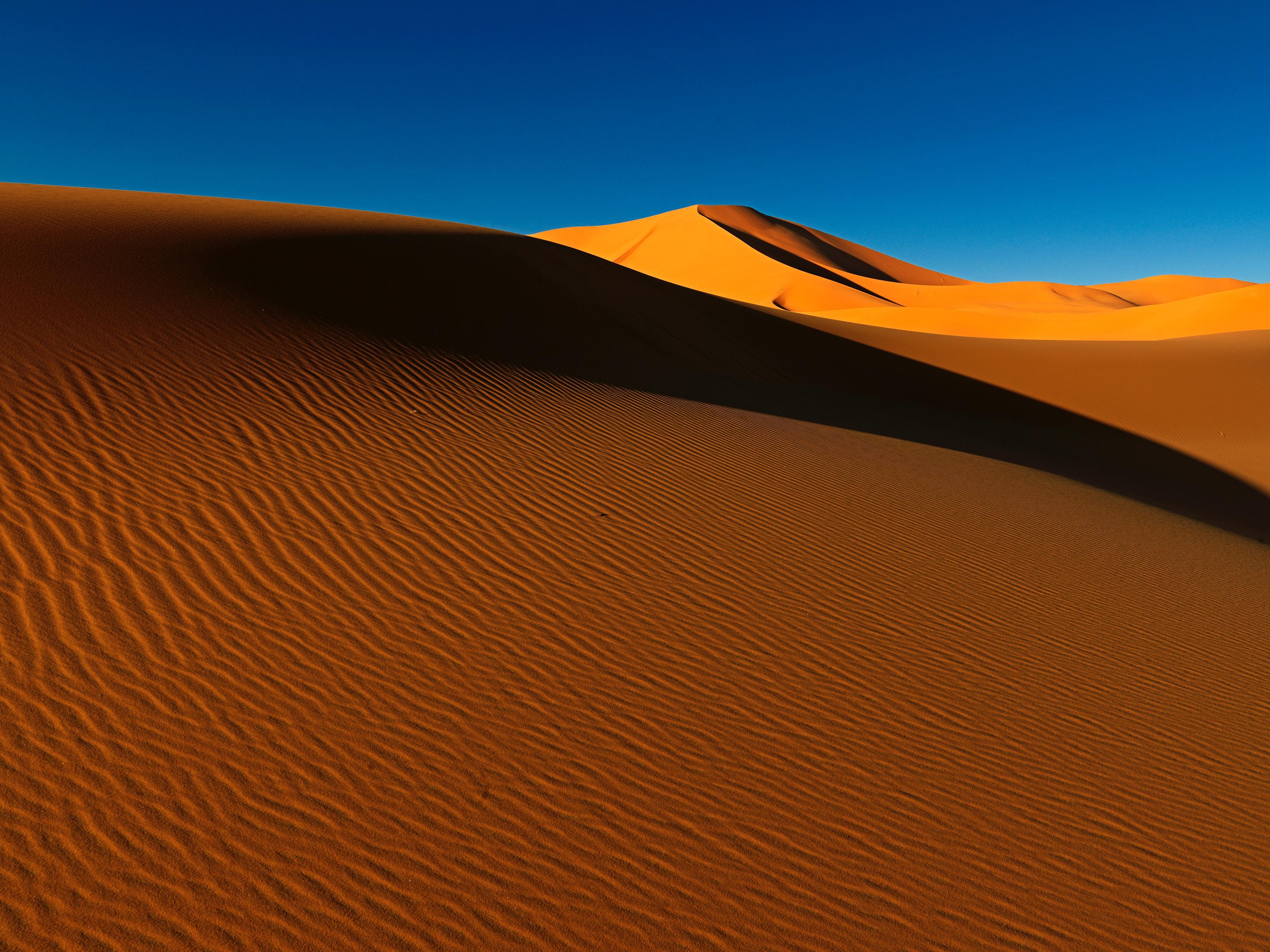 Скачать обои Пустыня на телефон бесплатно