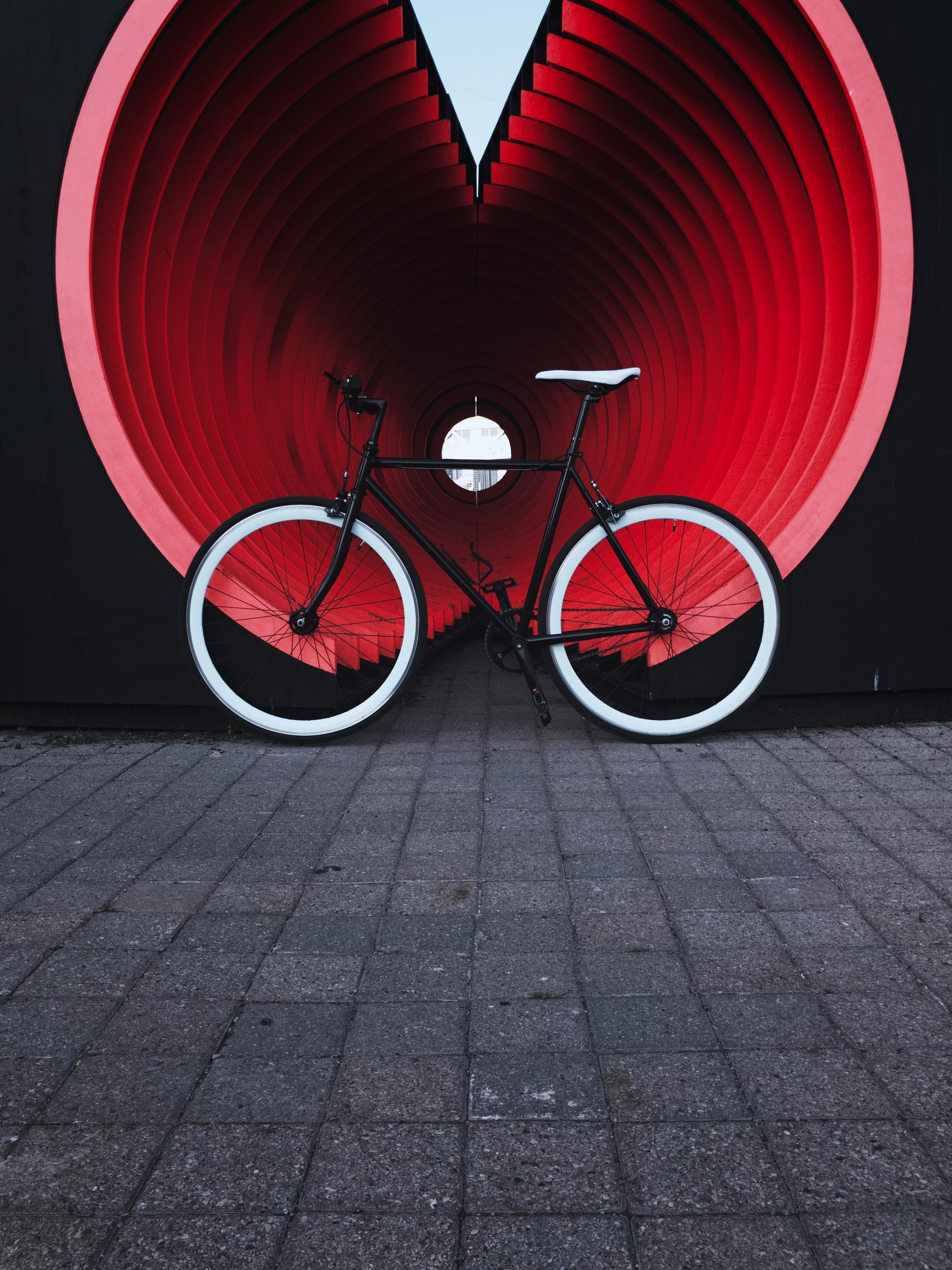 105877 скачать обои Транспорт, Разное, Труба, Улица, Велосипед - заставки и картинки бесплатно