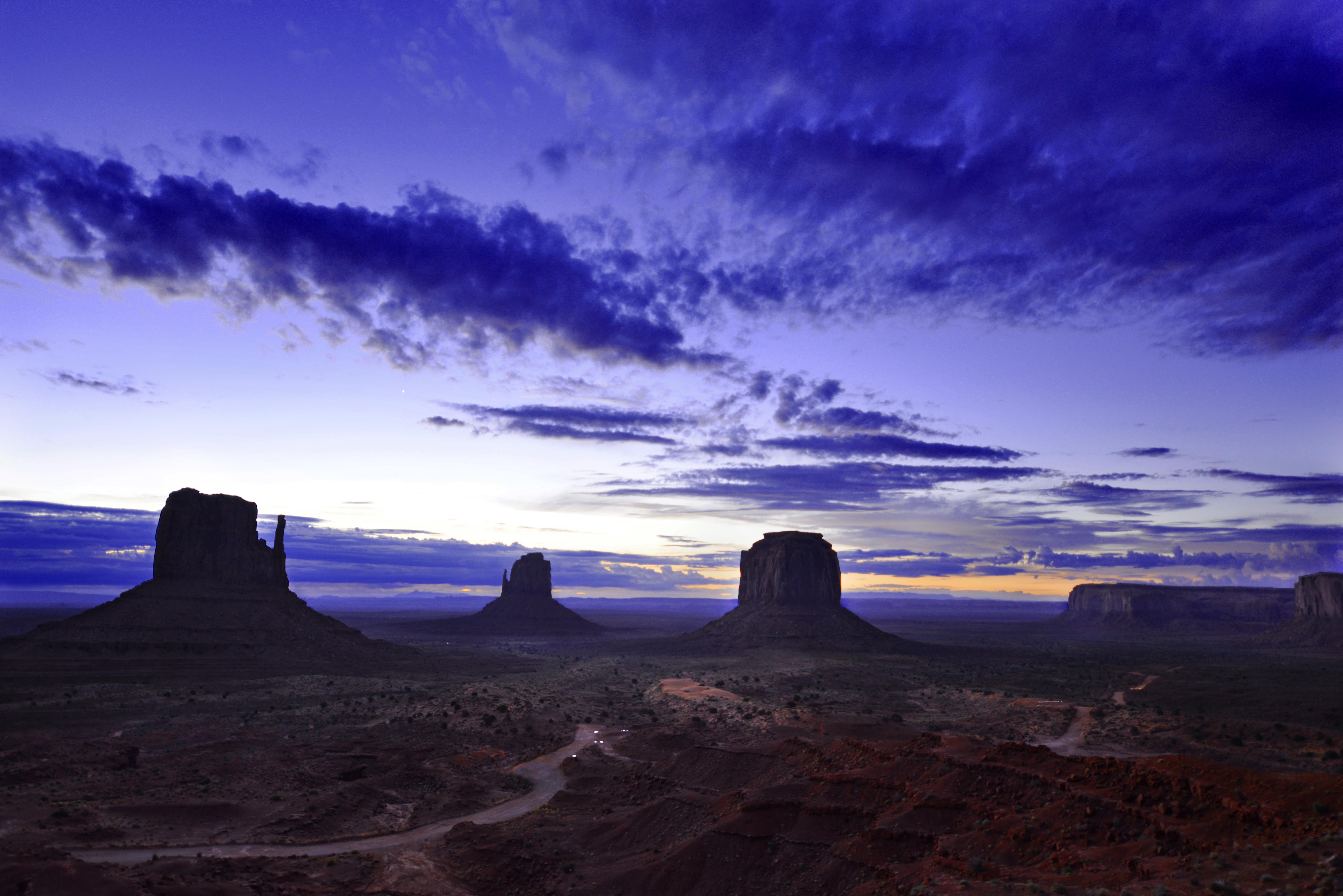 108748 Hintergrundbild herunterladen Natur, Sky, Denkmäler, Prärie, Prairie, Dämmerung, Twilight, Senke, Tal, Monumente - Bildschirmschoner und Bilder kostenlos