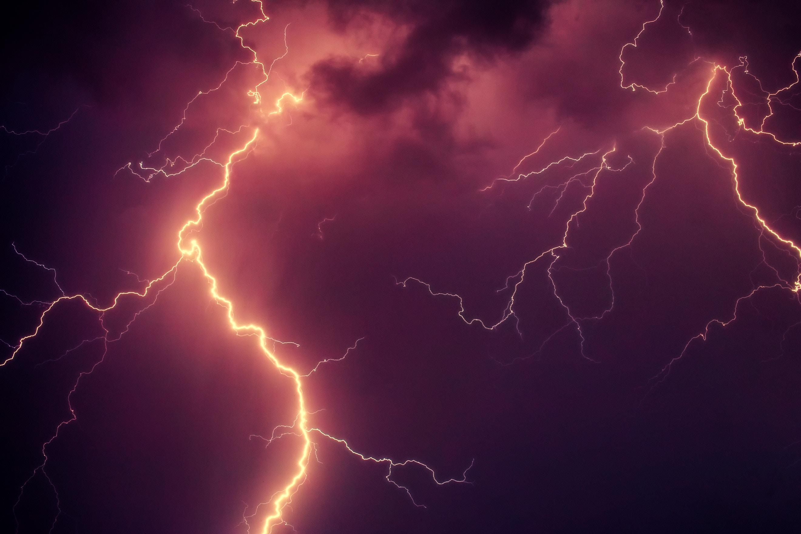 136755 Hintergrundbild herunterladen Natur, Sky, Blitz, Hauptsächlich Bewölkt, Bedeckt, Sturm, Gewitter - Bildschirmschoner und Bilder kostenlos
