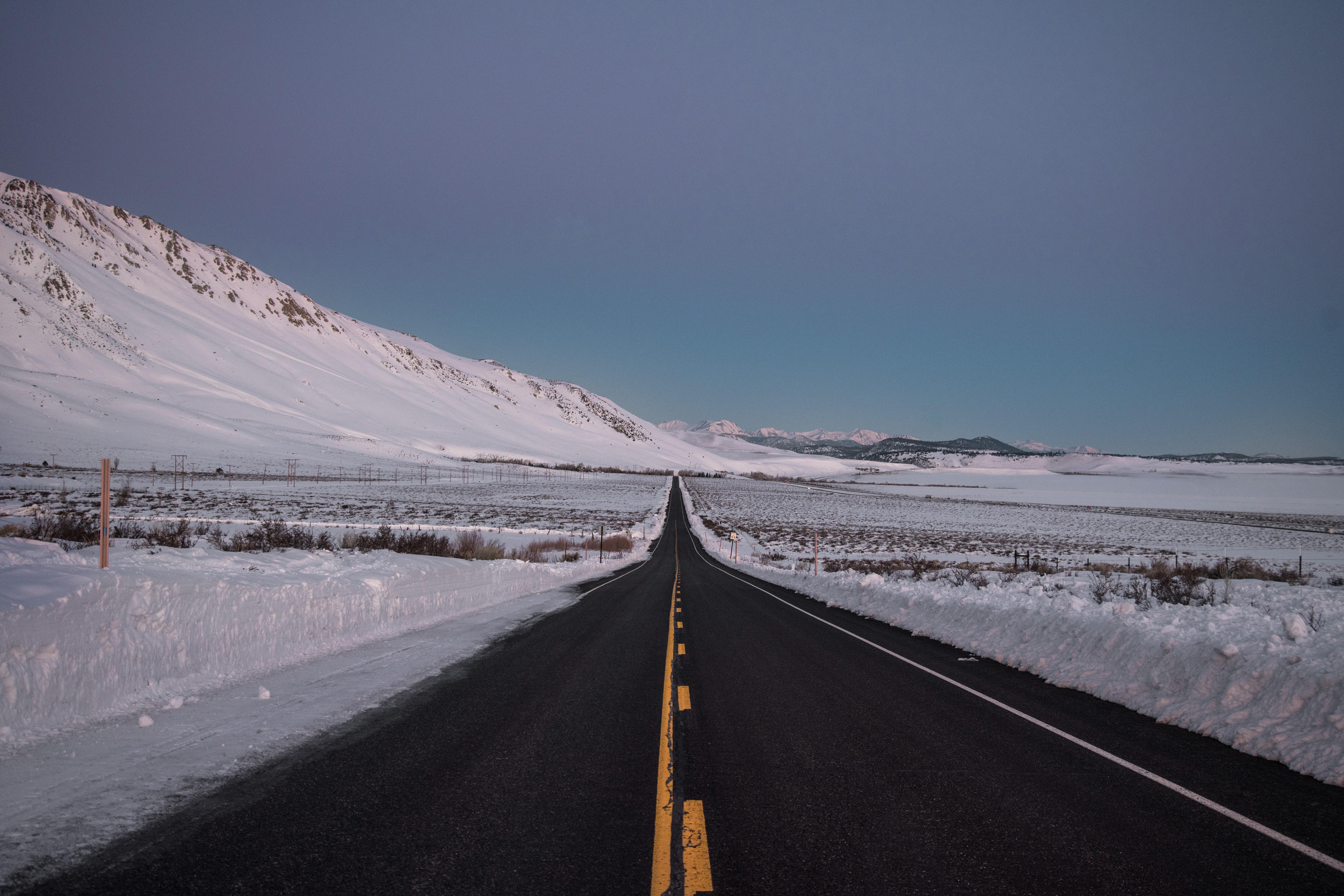 51320 скачать обои Асфальт, Зима, Природа, Снег, Горизонт, Дорога, Направление - заставки и картинки бесплатно