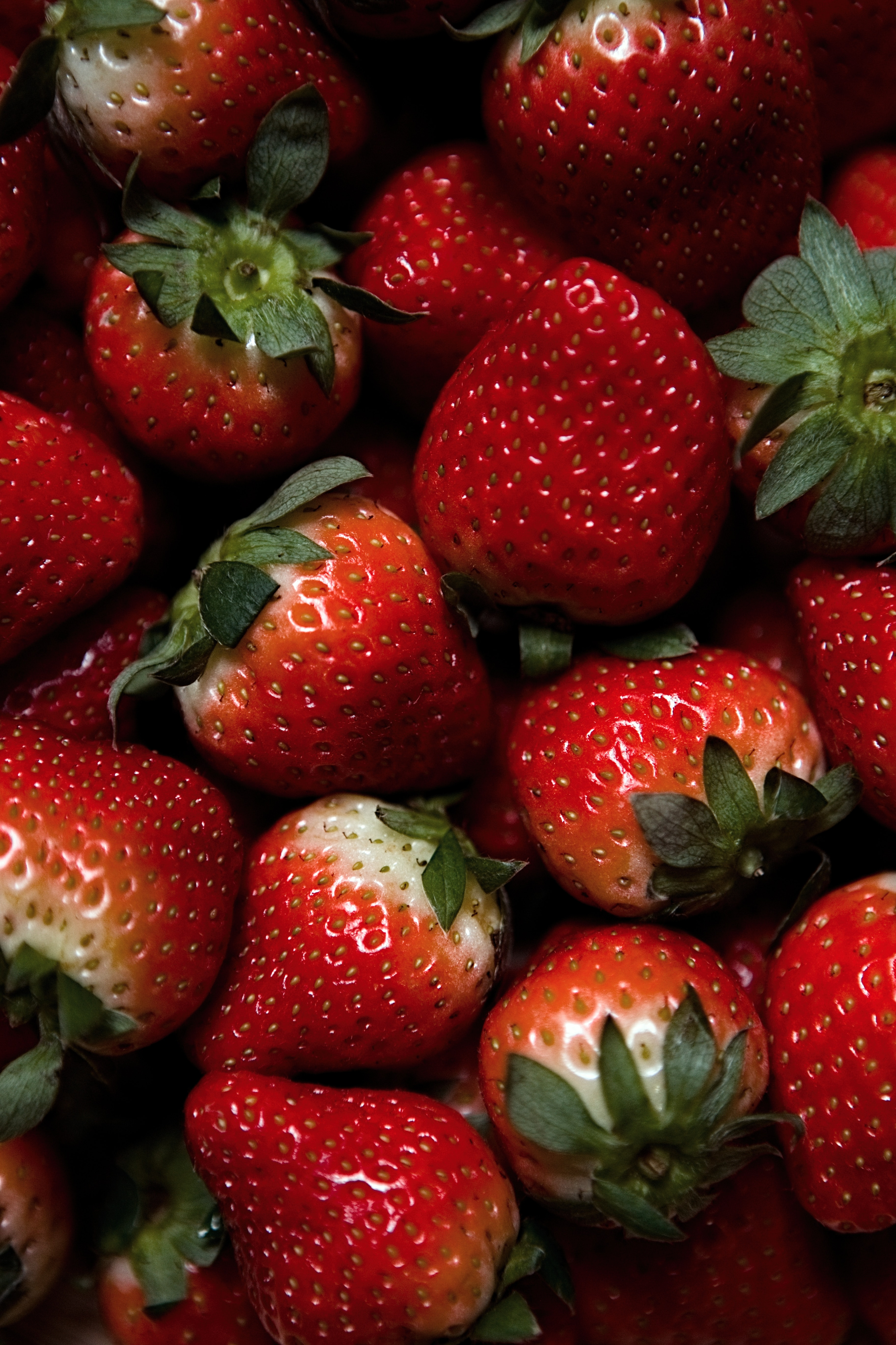 114792 download wallpaper Food, Strawberry, Ripe, Mature, Berries screensavers and pictures for free
