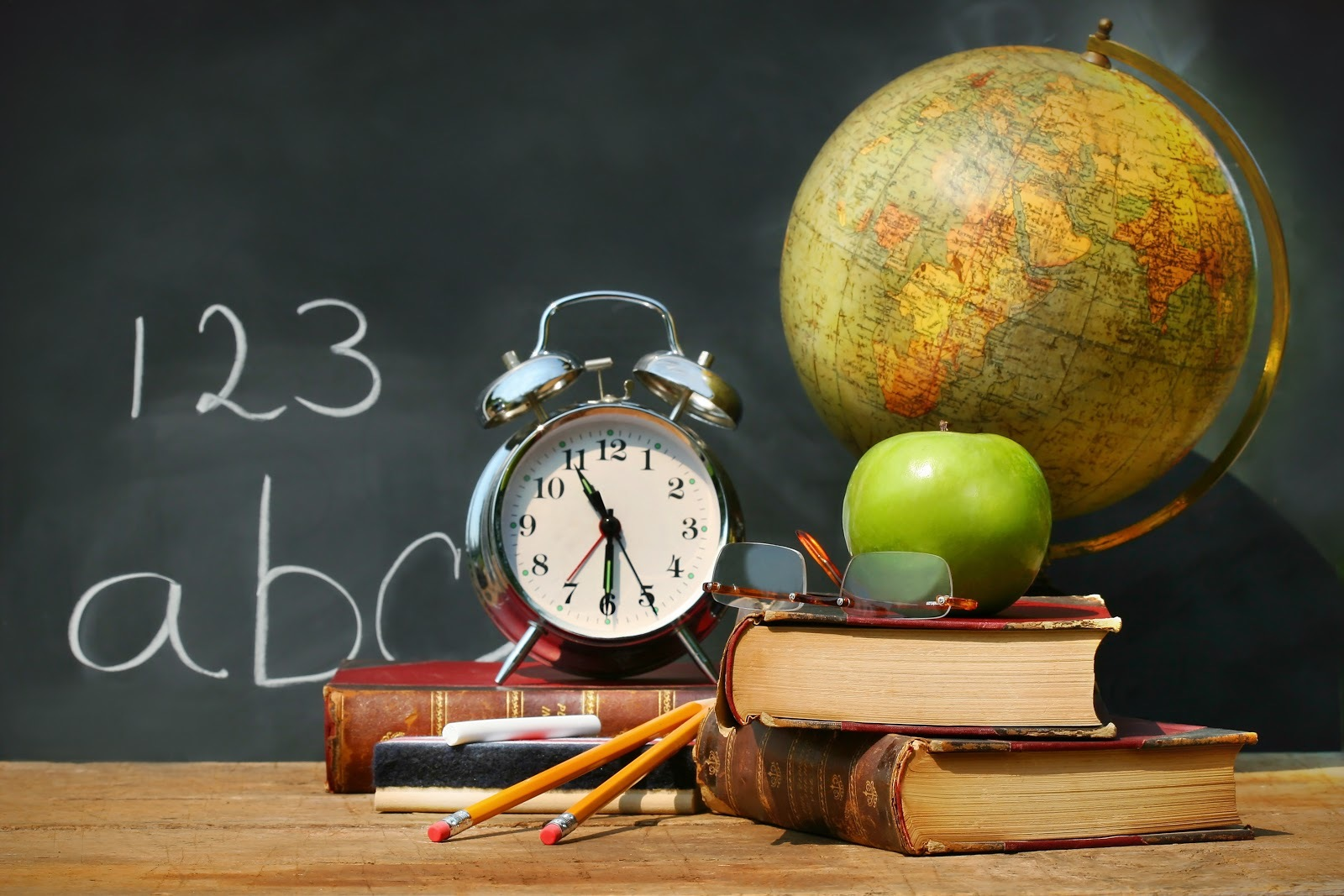 20374 download wallpaper Objects, Books, Clock, Still Life screensavers and pictures for free