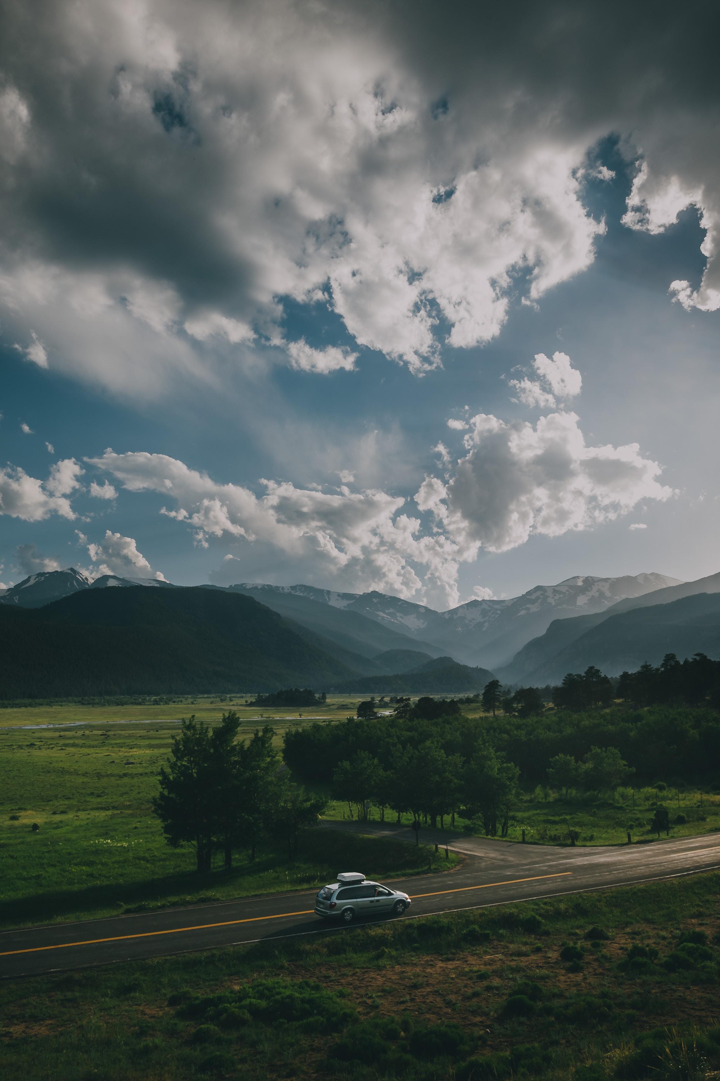 132703 Hintergrundbild herunterladen Auto, Mountains, Cars, Straße, Wagen, Suv, Reise - Bildschirmschoner und Bilder kostenlos