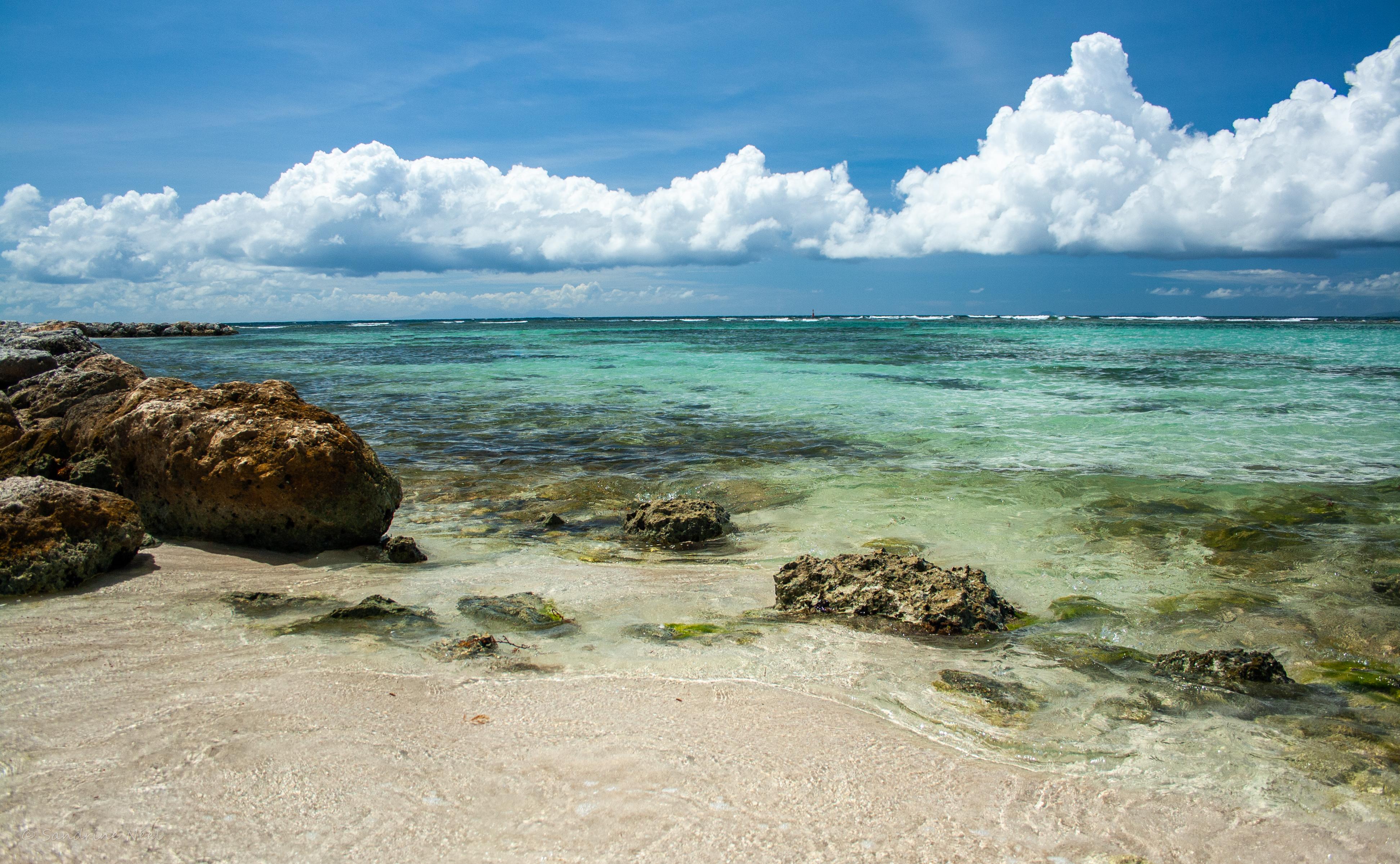 118333 скачать обои Море, Пляж, Камни, Облака, Природа - заставки и картинки бесплатно