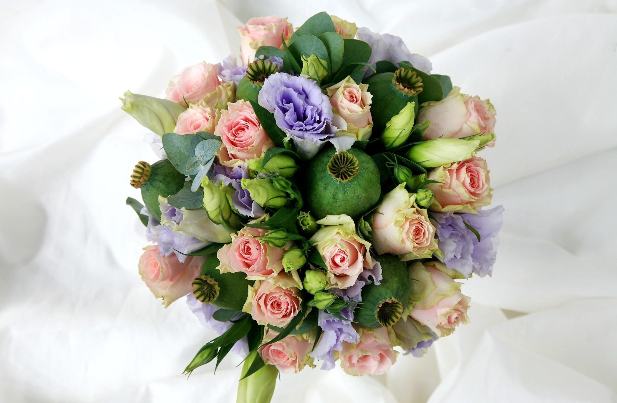 124763 скачать обои Цветы, Лизиантус Рассела, Мак, Коробочки, Букет, Розы - заставки и картинки бесплатно