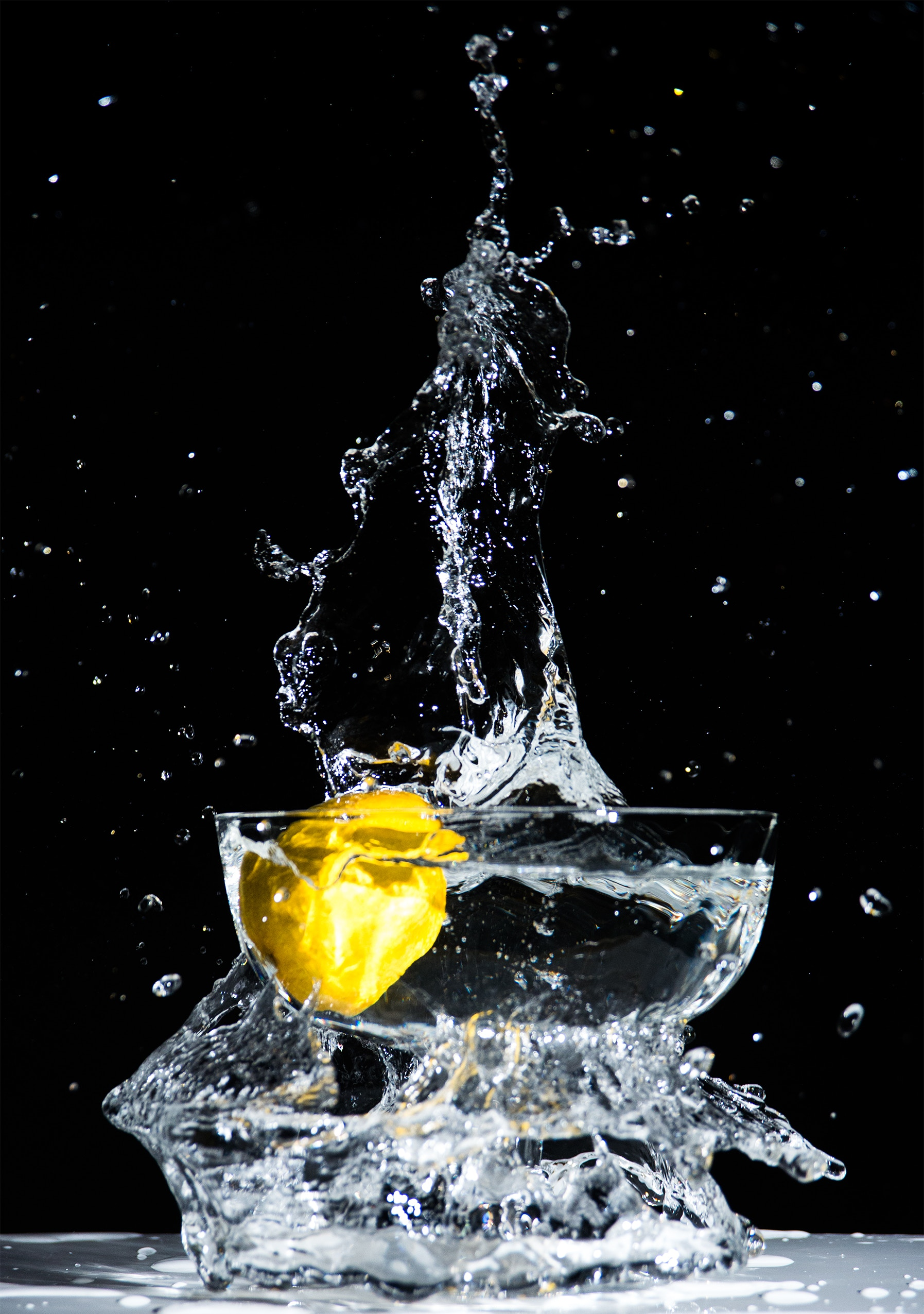 57913 download wallpaper Water, Macro, Spray, Lemon, Moment, Just A Moment screensavers and pictures for free