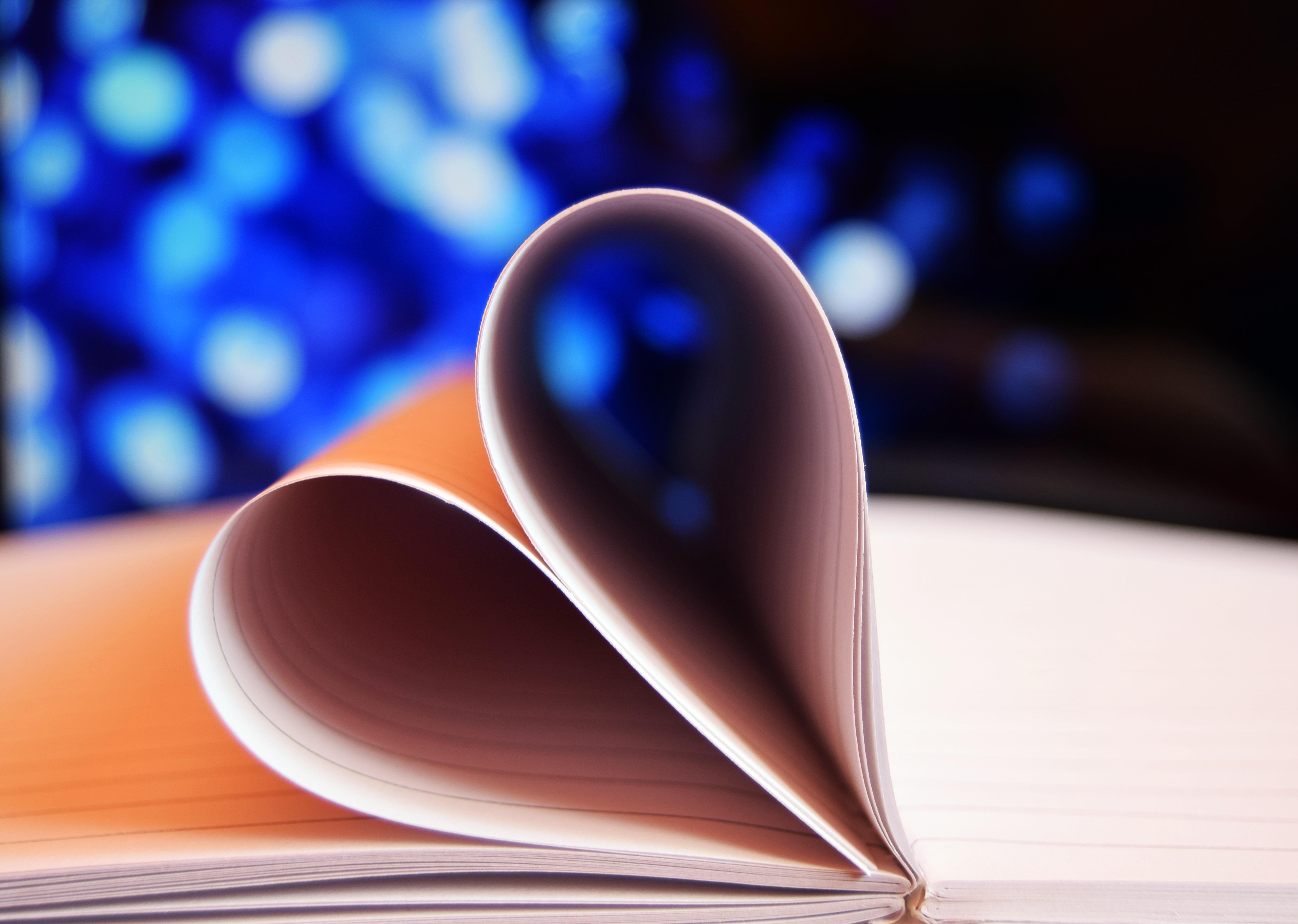 107339 скачать обои Любовь, Тетрадь, Сердце, Страницы - заставки и картинки бесплатно