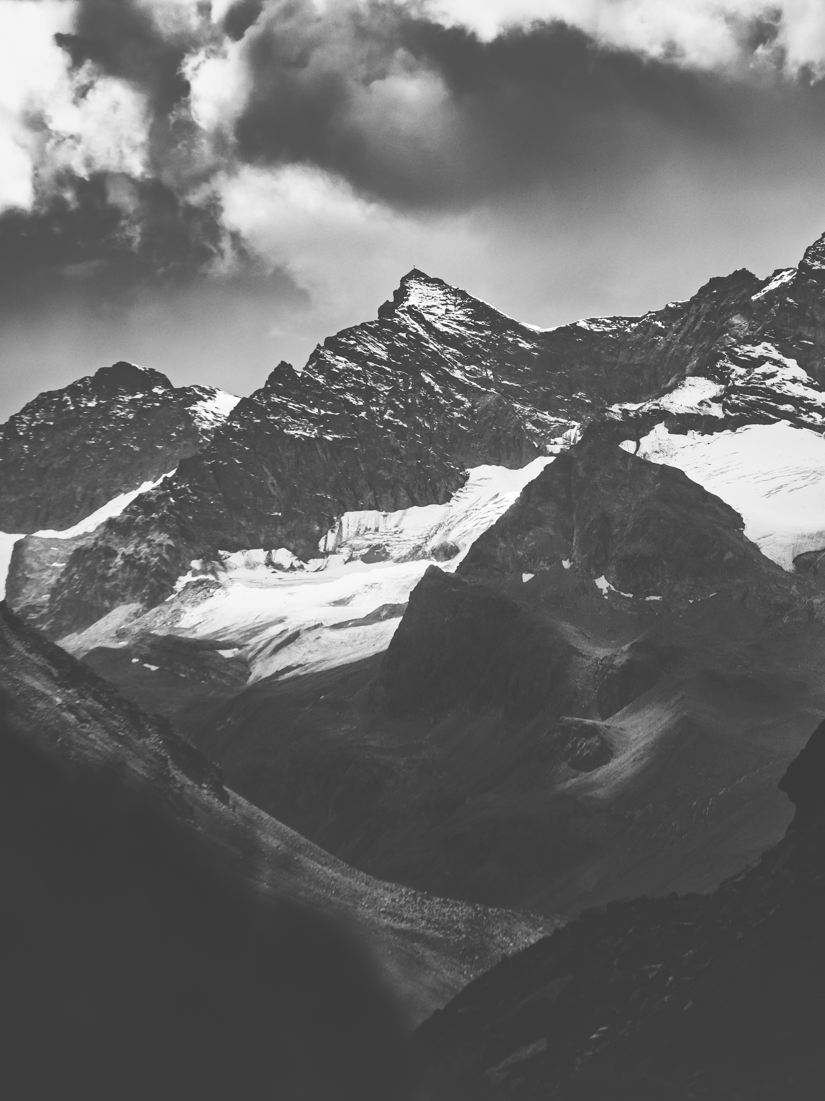 87669 download wallpaper Nature, Tops, Vertex, Bw, Chb, Snow, Snow Covered, Snowbound, Rocks, Mountains screensavers and pictures for free