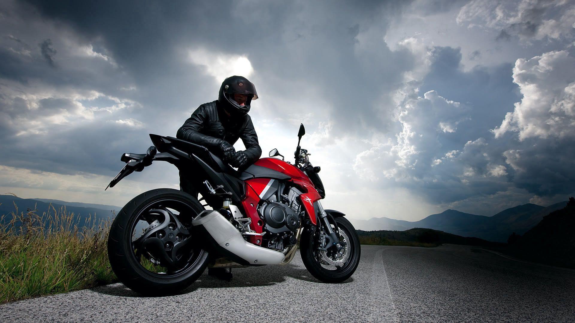 124331 скачать обои Мотоциклы, Мотоцикл, Гонщик, Дорога, Небо, Облака - заставки и картинки бесплатно