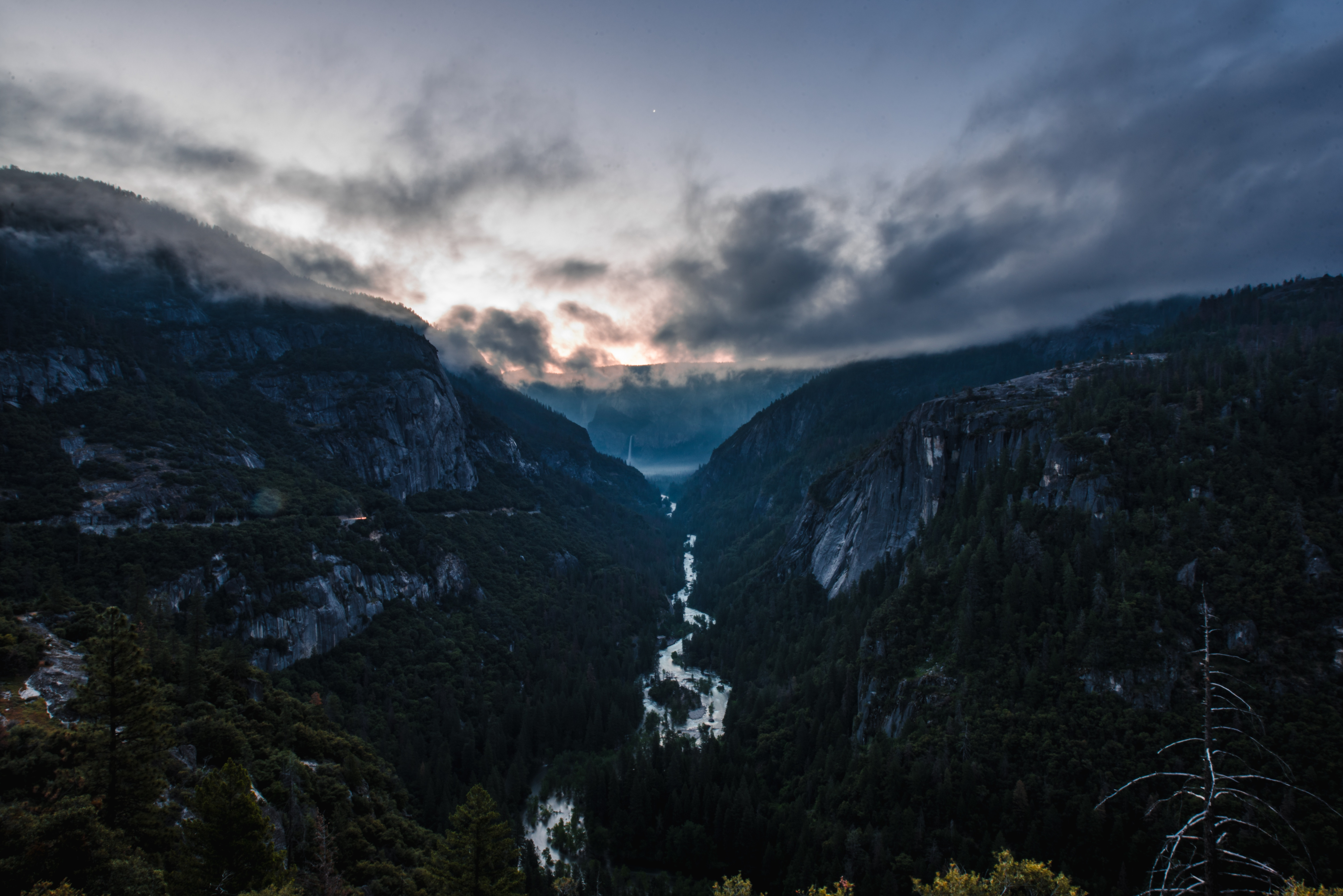 55316 download wallpaper Nature, Rivers, Fog, Mainly Cloudy, Overcast, Mountains screensavers and pictures for free