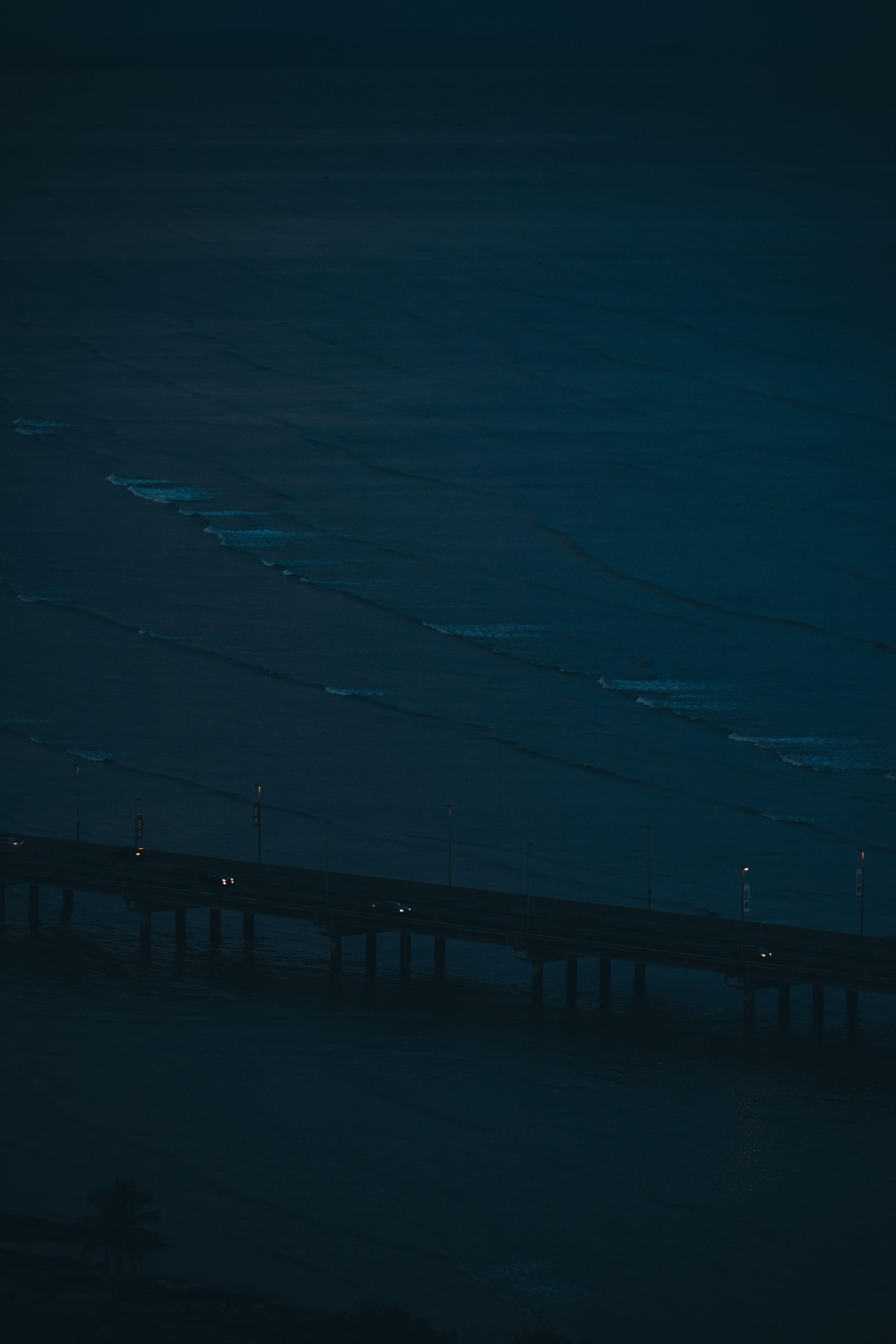 113281 скачать обои Темные, Мост, Дорога, Море, Ночь, Машины - заставки и картинки бесплатно