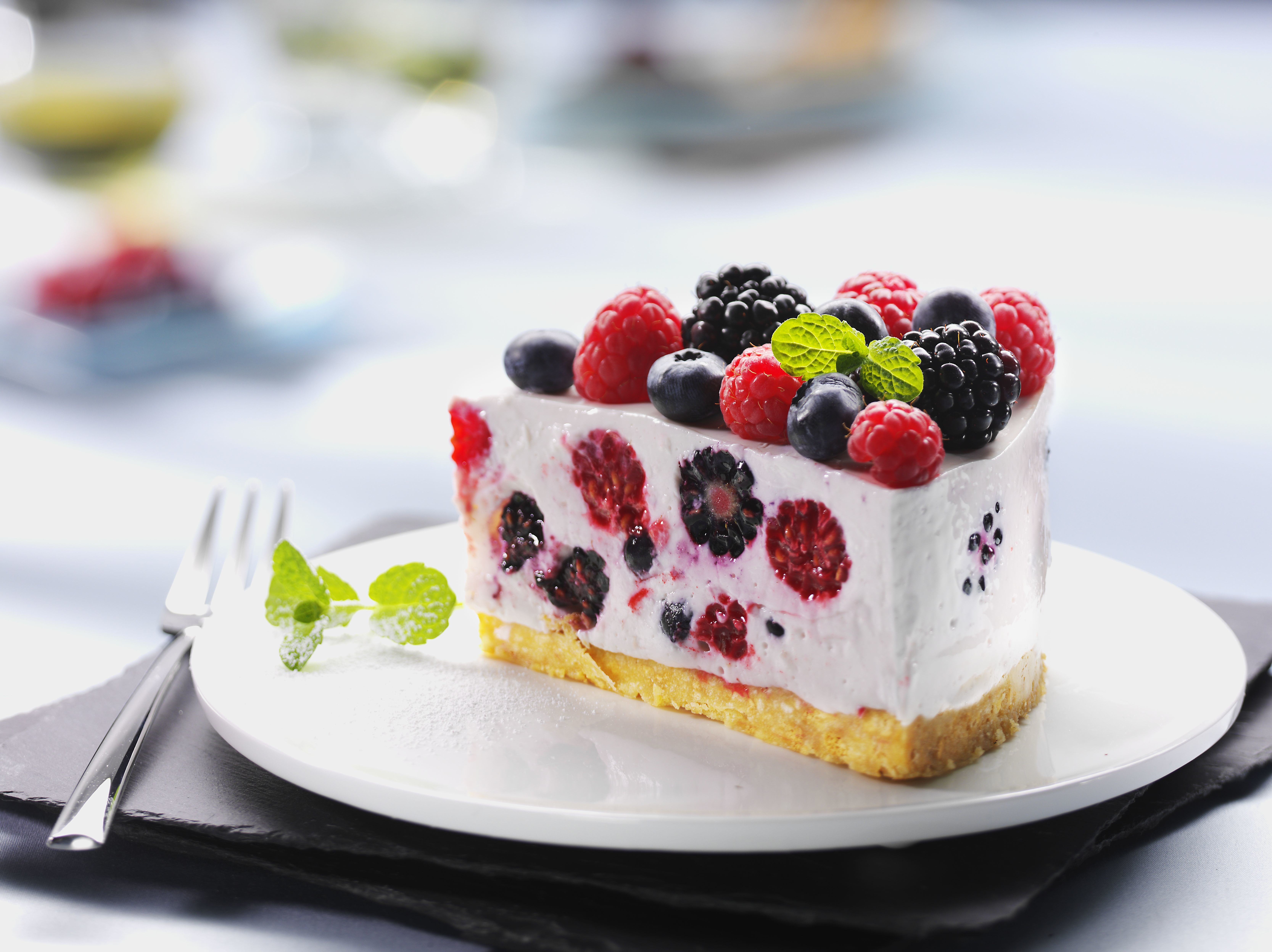 50471 download wallpaper Fruits, Food, Raspberry, Desert, Bilberries, Cake, Sweet, Black Currant, Blackcurrant, Cream screensavers and pictures for free