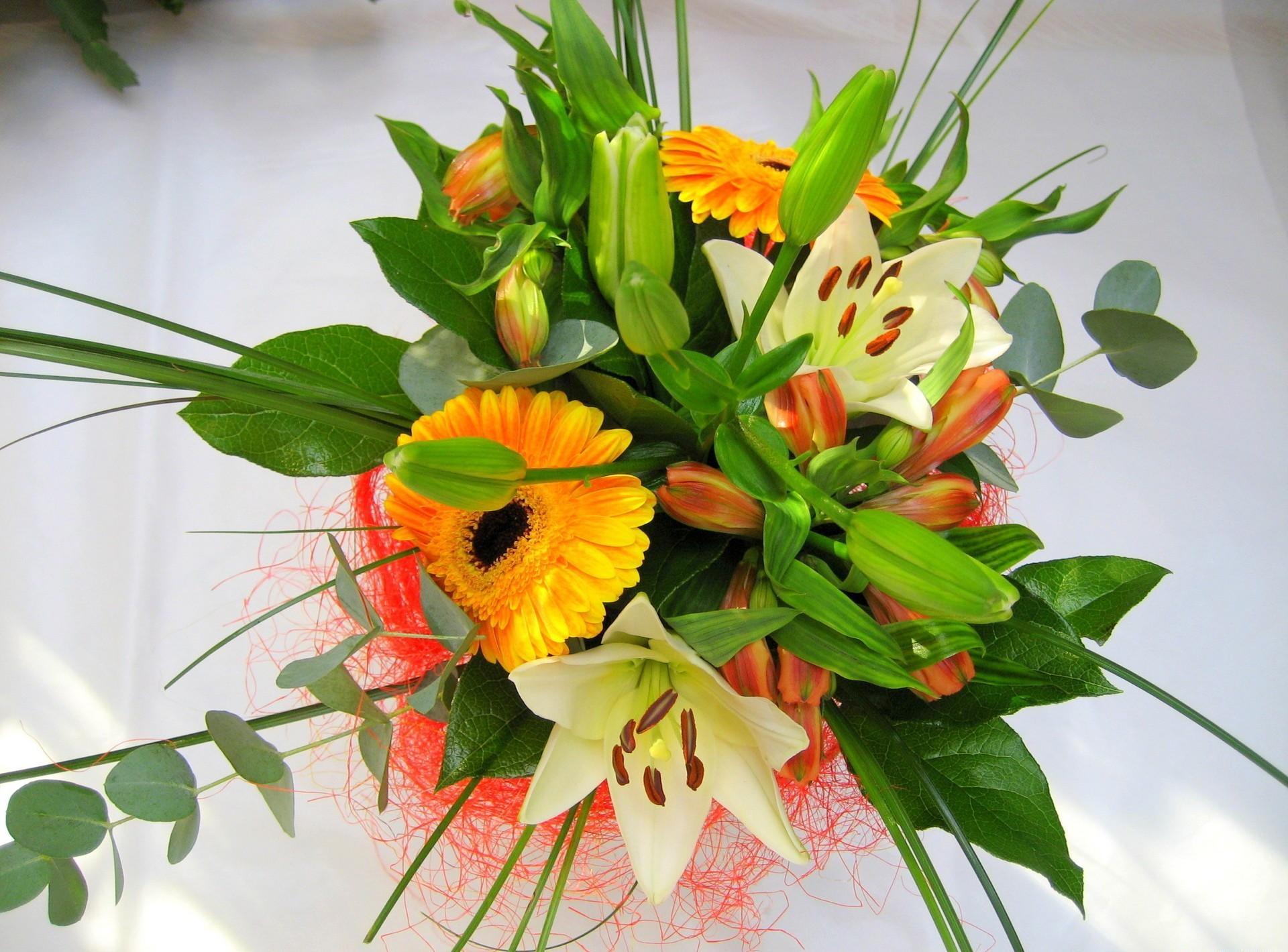 145859 скачать обои Цветы, Лилии, Букет, Оформление, Герберы - заставки и картинки бесплатно