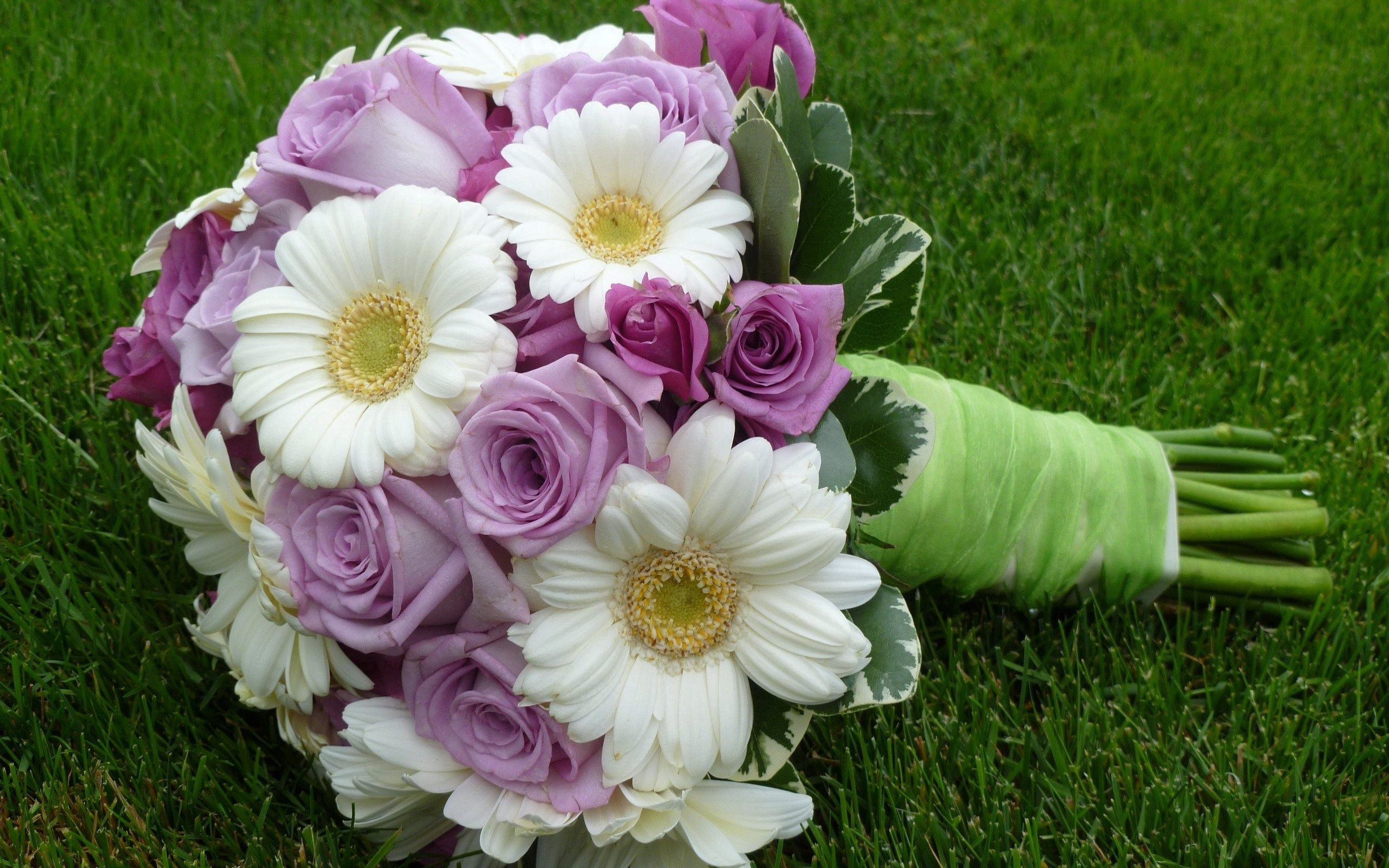 151043 скачать обои Цветы, Букет, Оформление, Розы, Герберы - заставки и картинки бесплатно
