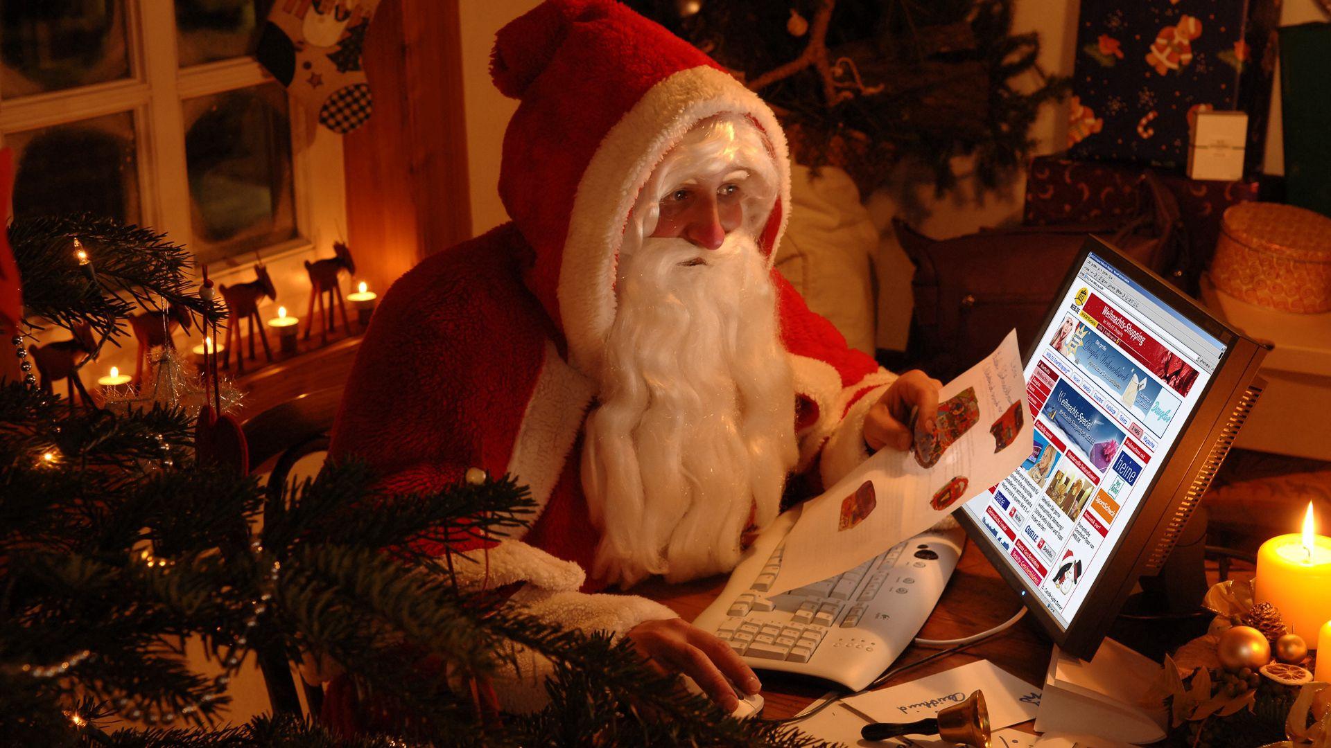 69778 Hintergrundbild herunterladen Feiertage, Neujahr, Väterchen Frost, Weihnachtsmann, Neues Jahr, Die Geschenke, Geschenke - Bildschirmschoner und Bilder kostenlos
