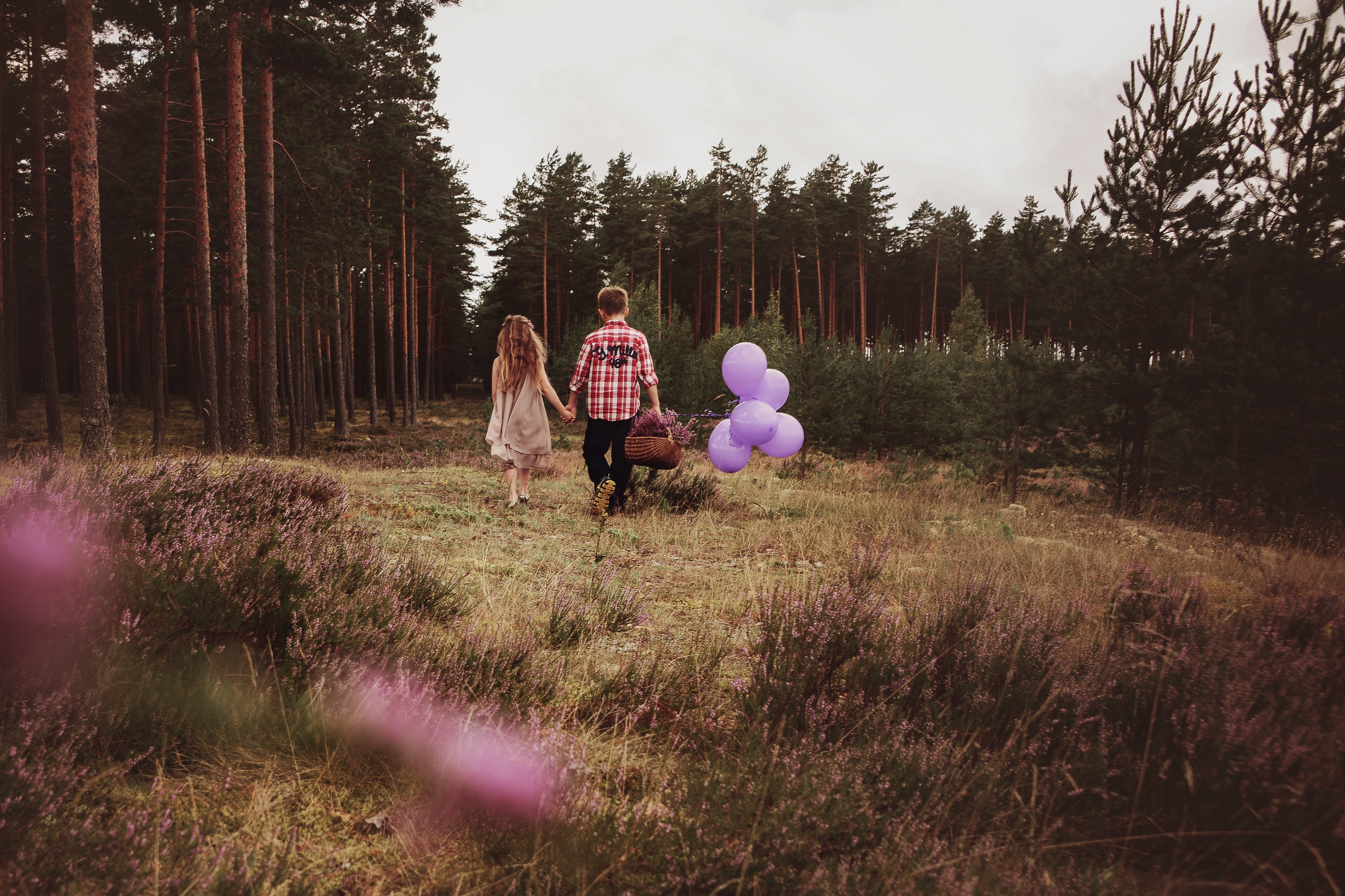 136475 download wallpaper Children, Love, Balloons, Couple, Pair, Stroll, Basket, Mood, Air Balloons, Childhood screensavers and pictures for free